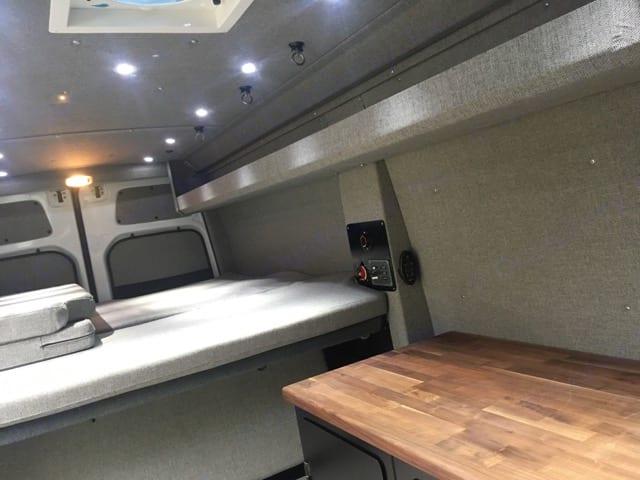 Freightliner 4WD Sprinter - 4 person 2018