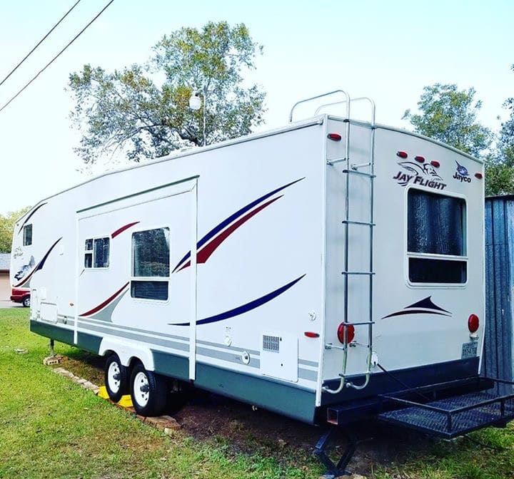 This is the larger of the 2 slides. Moves the couch and table out for plenty of space inside.. Jayco Jay Flight 2007