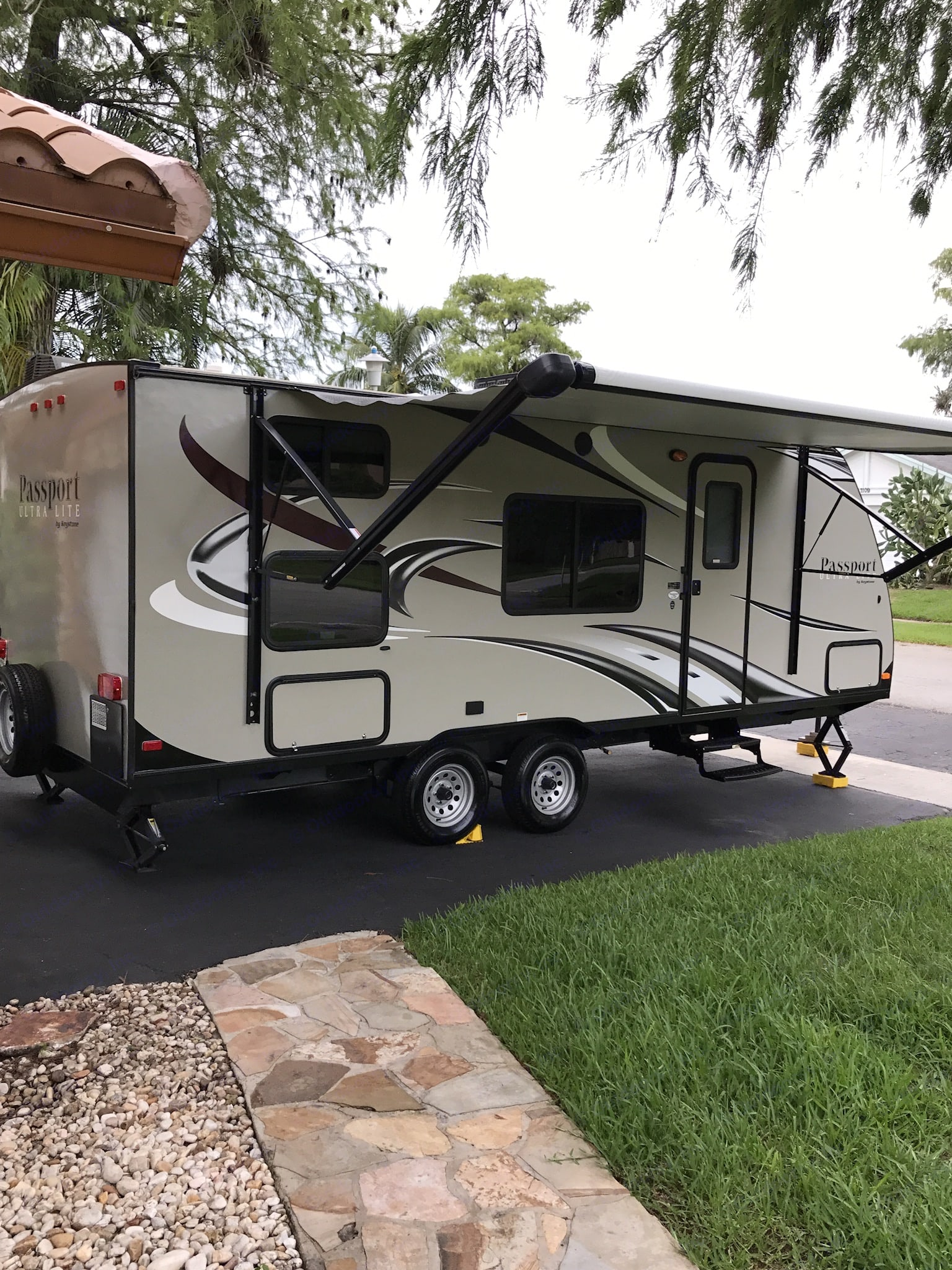 Exterior automatic awning. Keystone Passport 2015