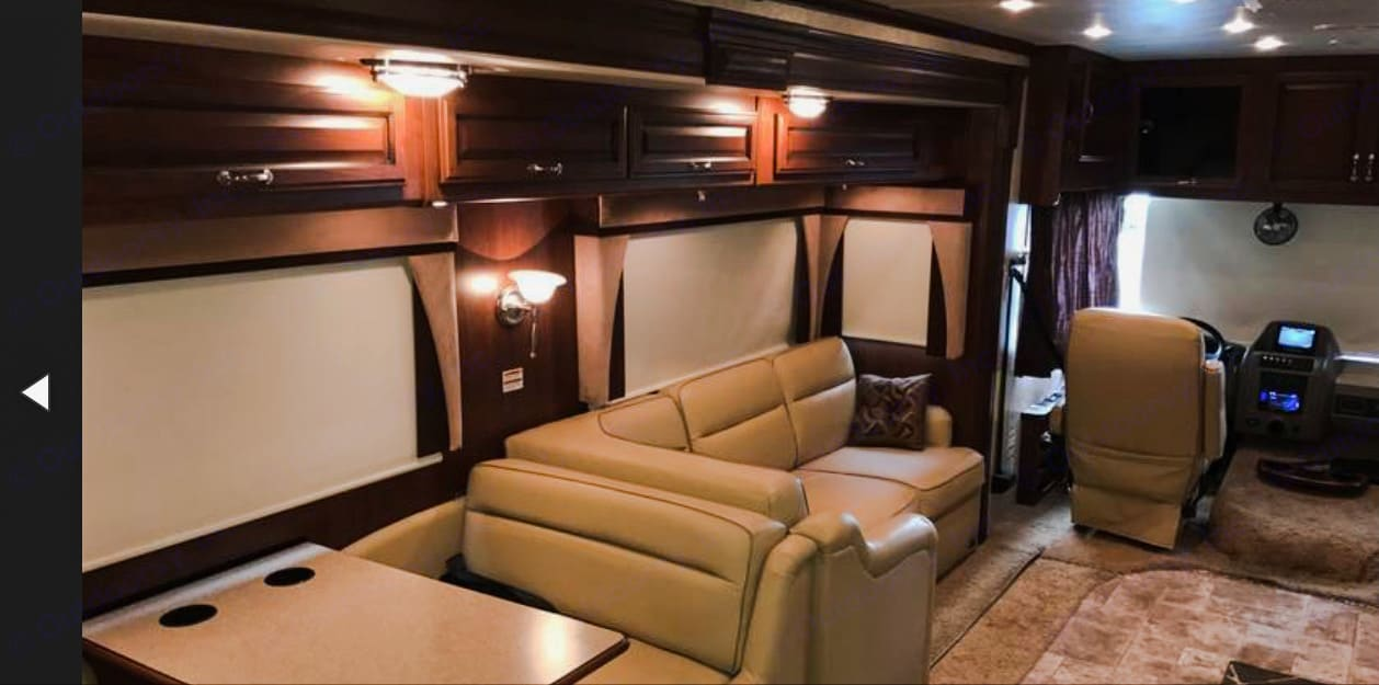 Upgraded interior w/pull out chaise.. Fleetwood Bounder 2013