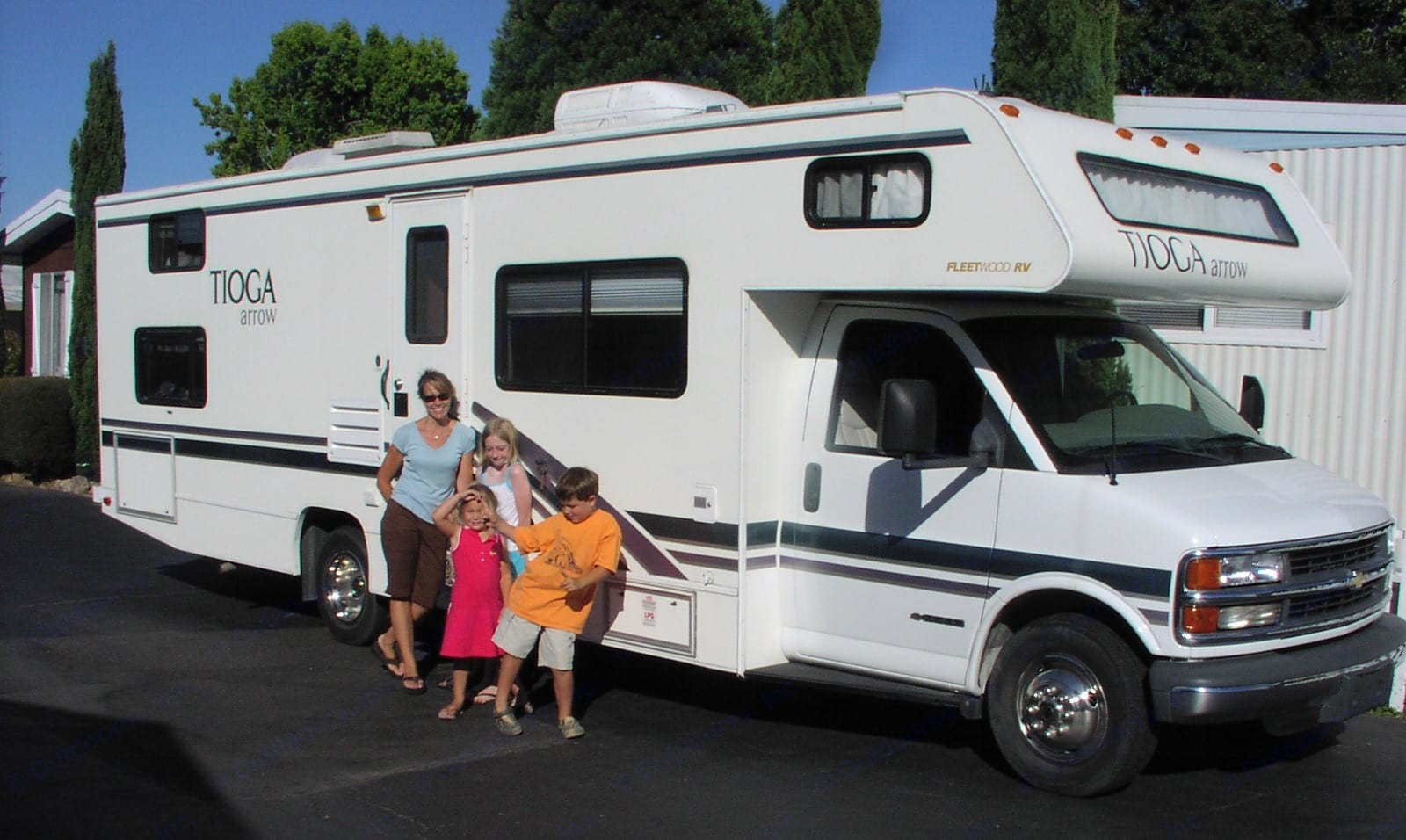 """Easy driving comfortable family fun!  Make memories! 29' """"Bunk House"""".  Notice the double windows in the back (4 beds).. Fleetwood Tioga 2001"""