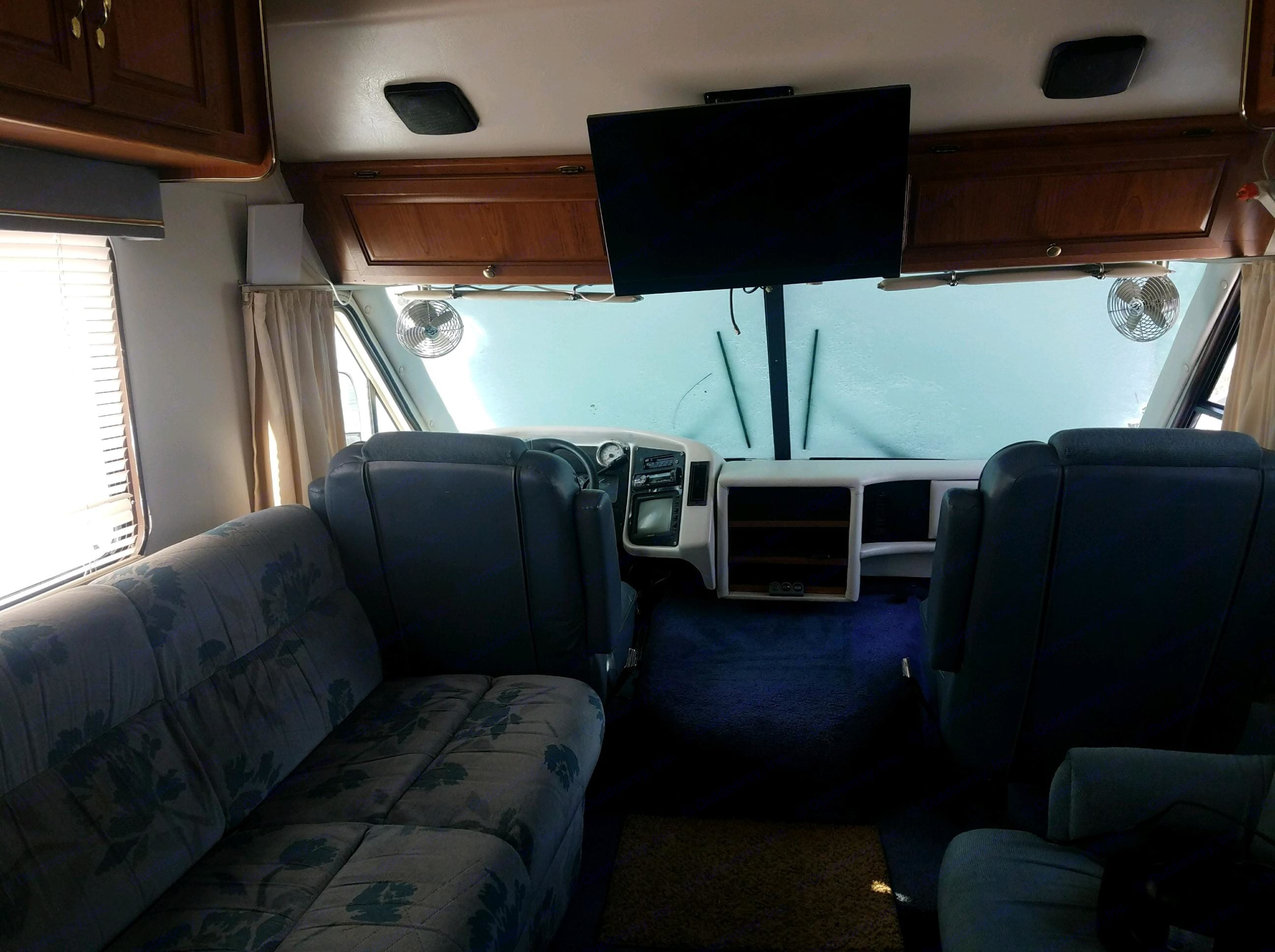Flat screen with upgraded speaker system. Coachmen Catalina 1994