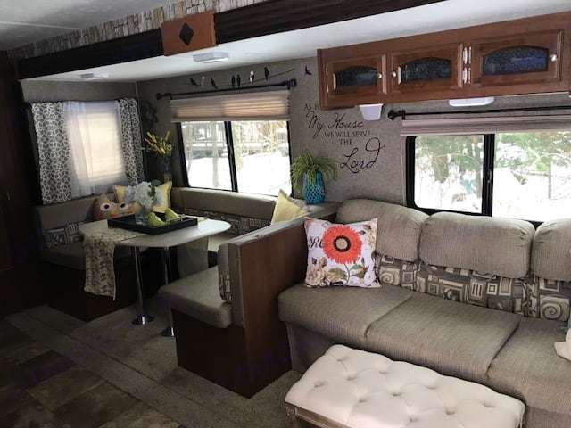 *Living room couch pulls out for additional sleeping space. Coachmen Freedom Express 2015