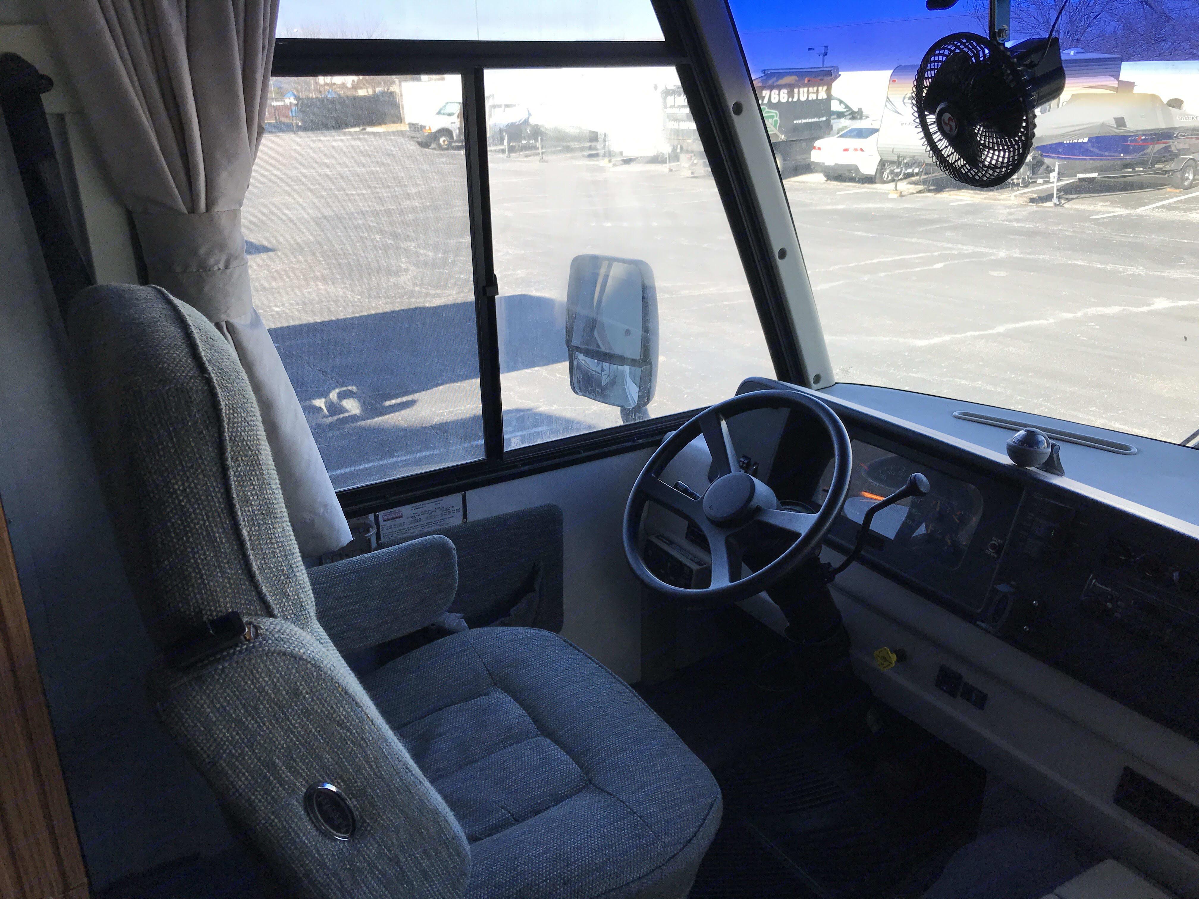 Driver's seat. Itasca Sunrise 2000
