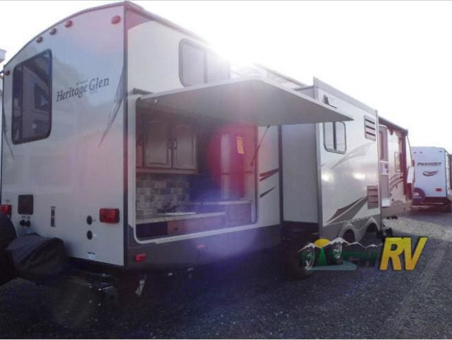 Check out the outdoor kitchen complete with fridge , sink and grill!. And that opposing slide that makes the camper feel much larger than it's rivals. Forest River Wildwood Heritage Glen 2015
