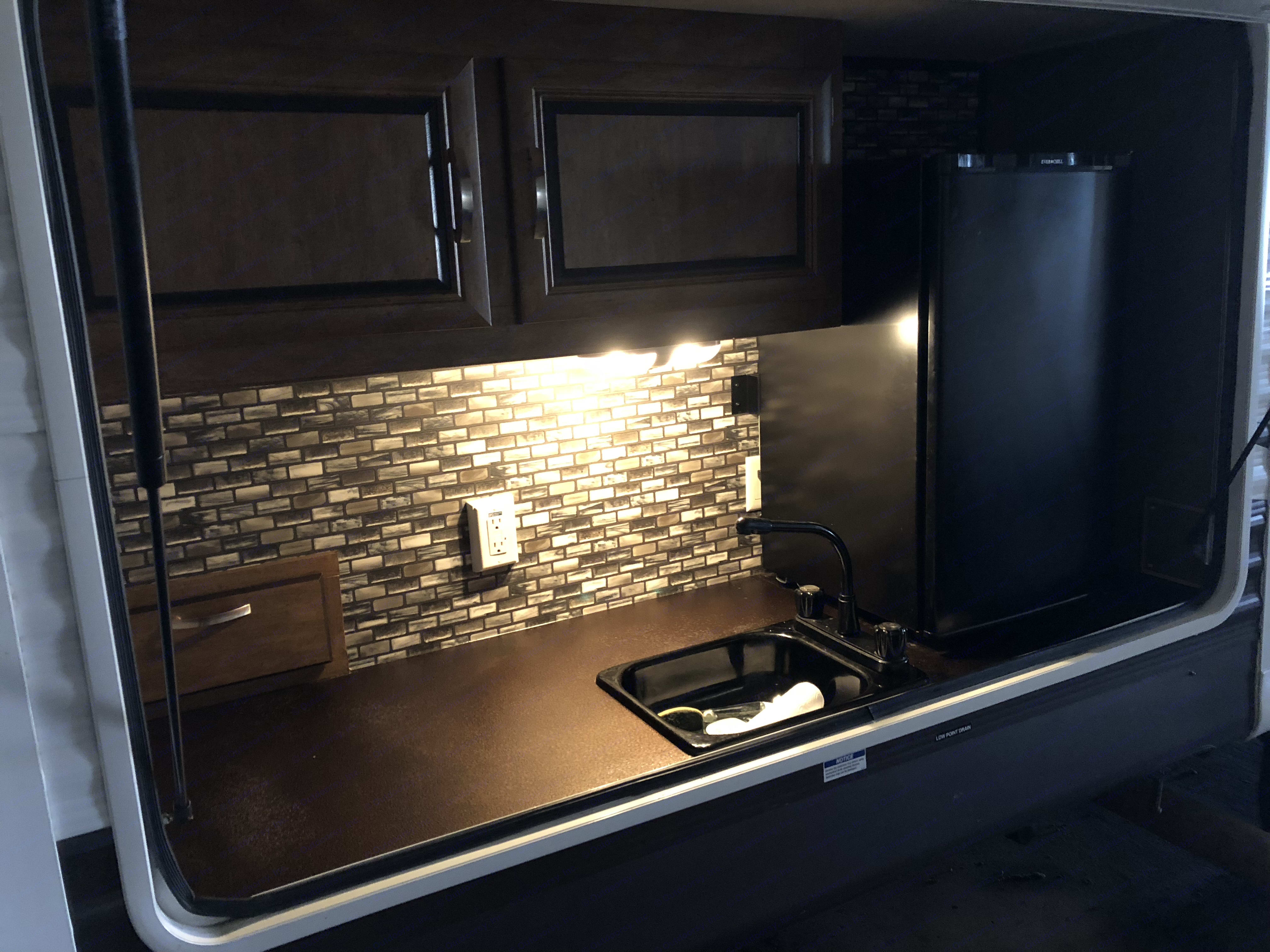 Outdoor kitchen with propane grill, refrigerator, sink & storage. . Wildwood 32qbss T31KQBTS 2015