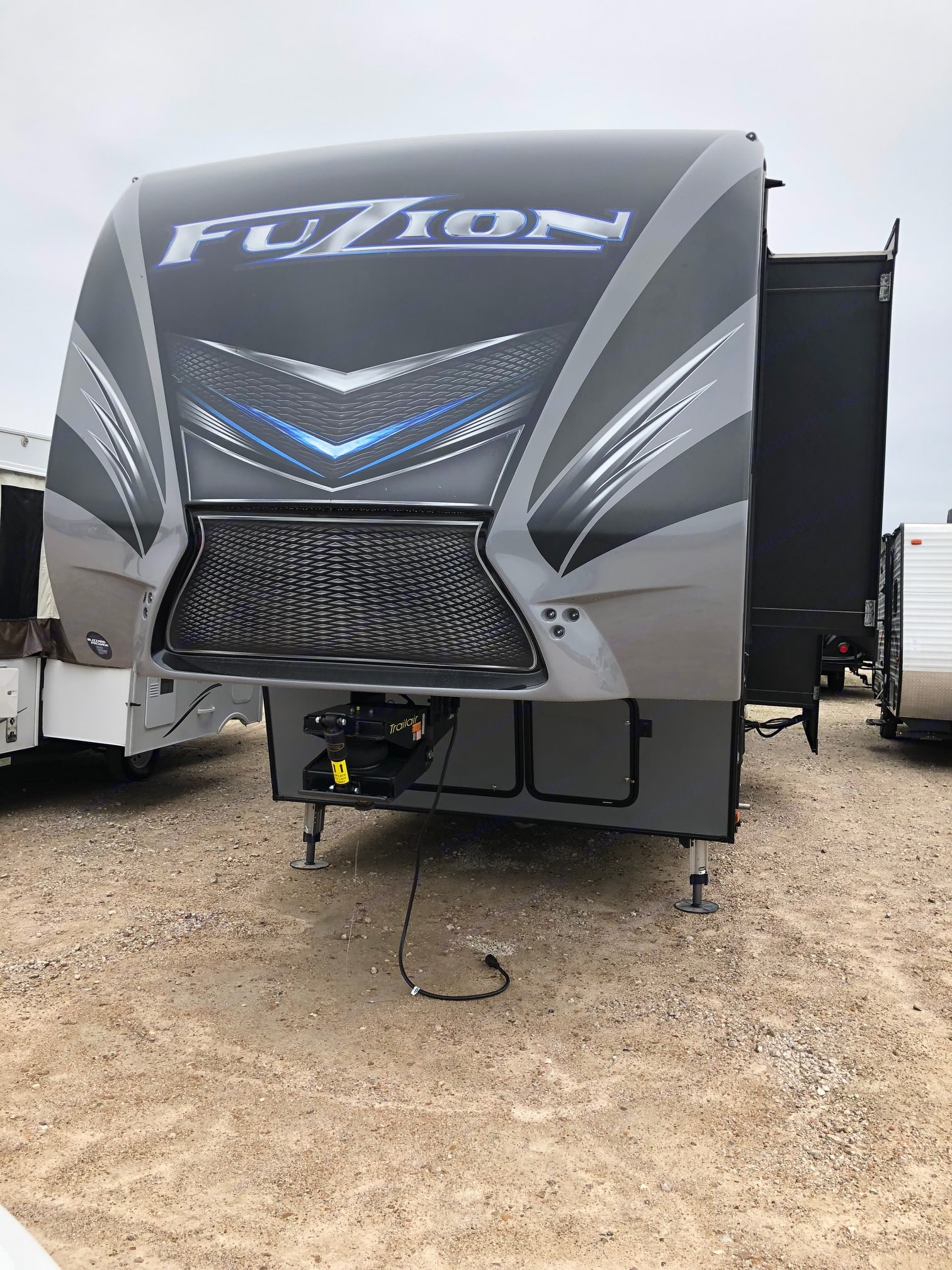 Air Bag on 5th wheel much smoother ride. Keystone Fuzion 2016