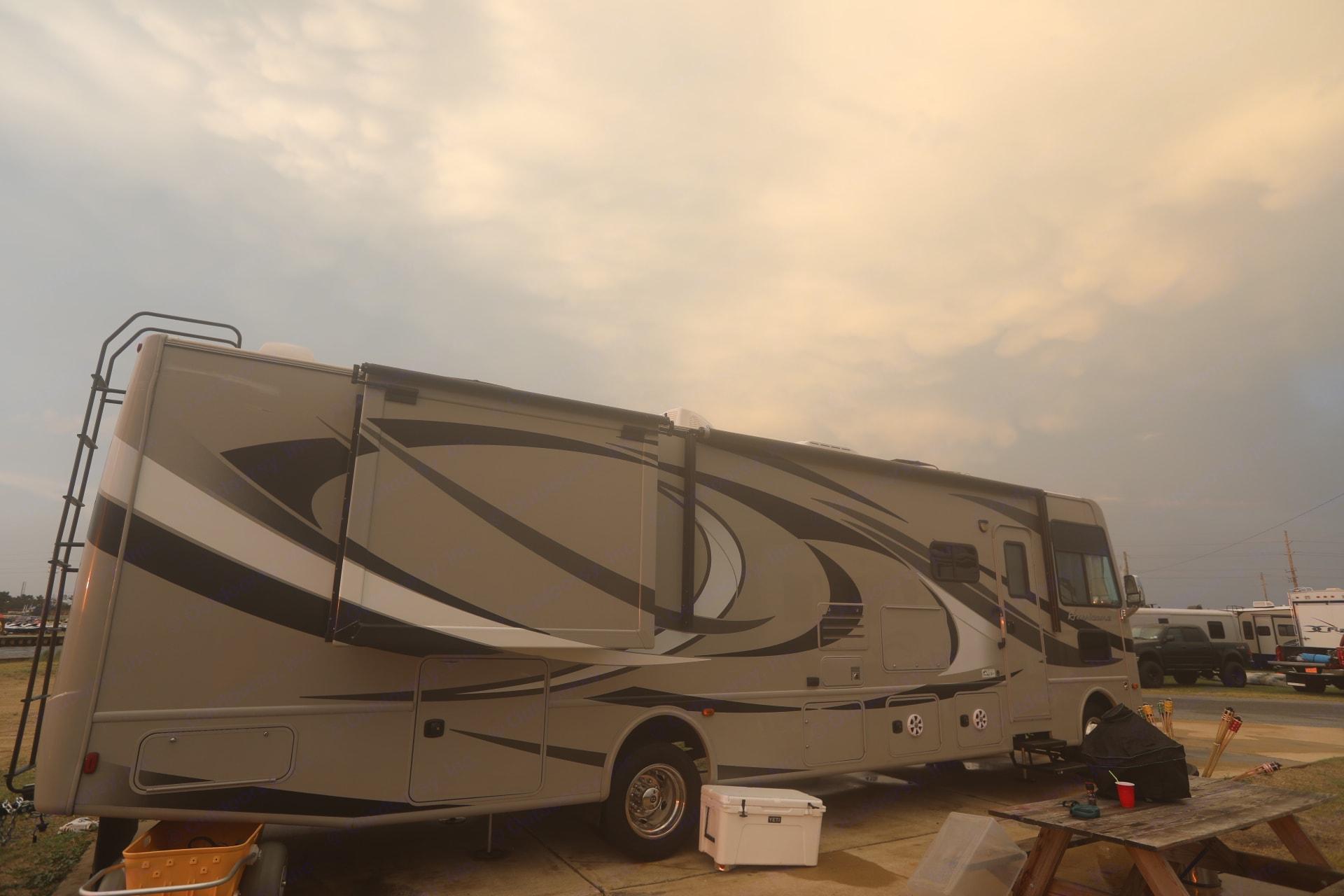 Thor Motor Coach Hurricane 2014