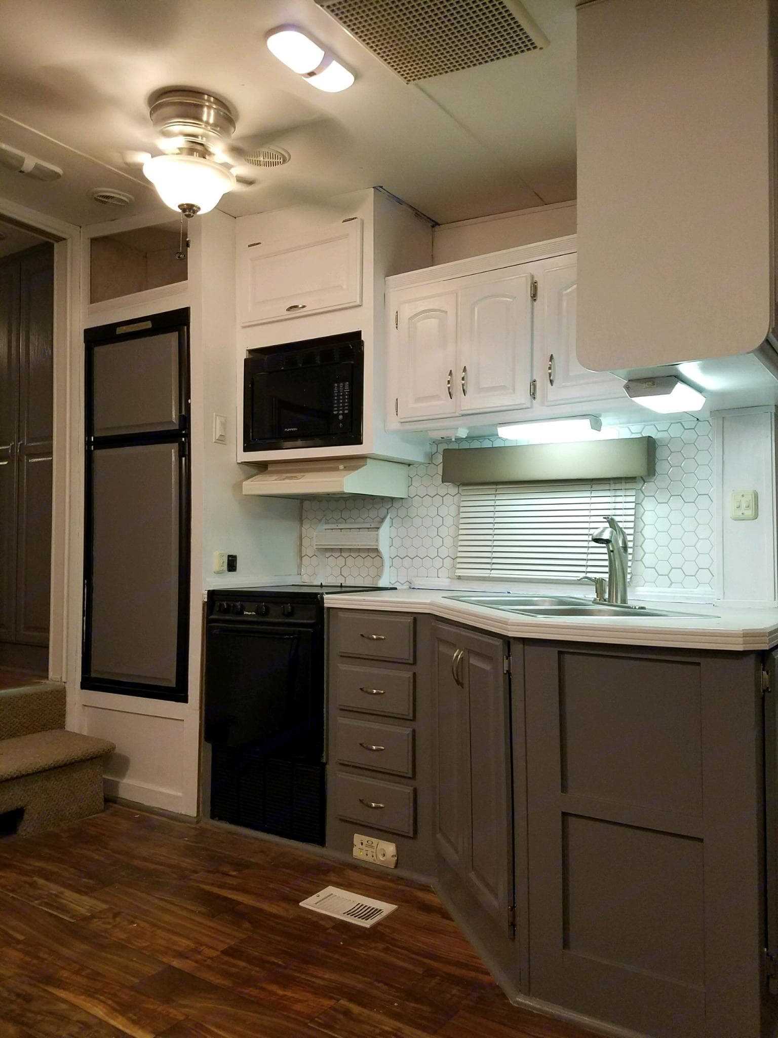Fully furnished kitchen. Airstream Sea Hawk 1998
