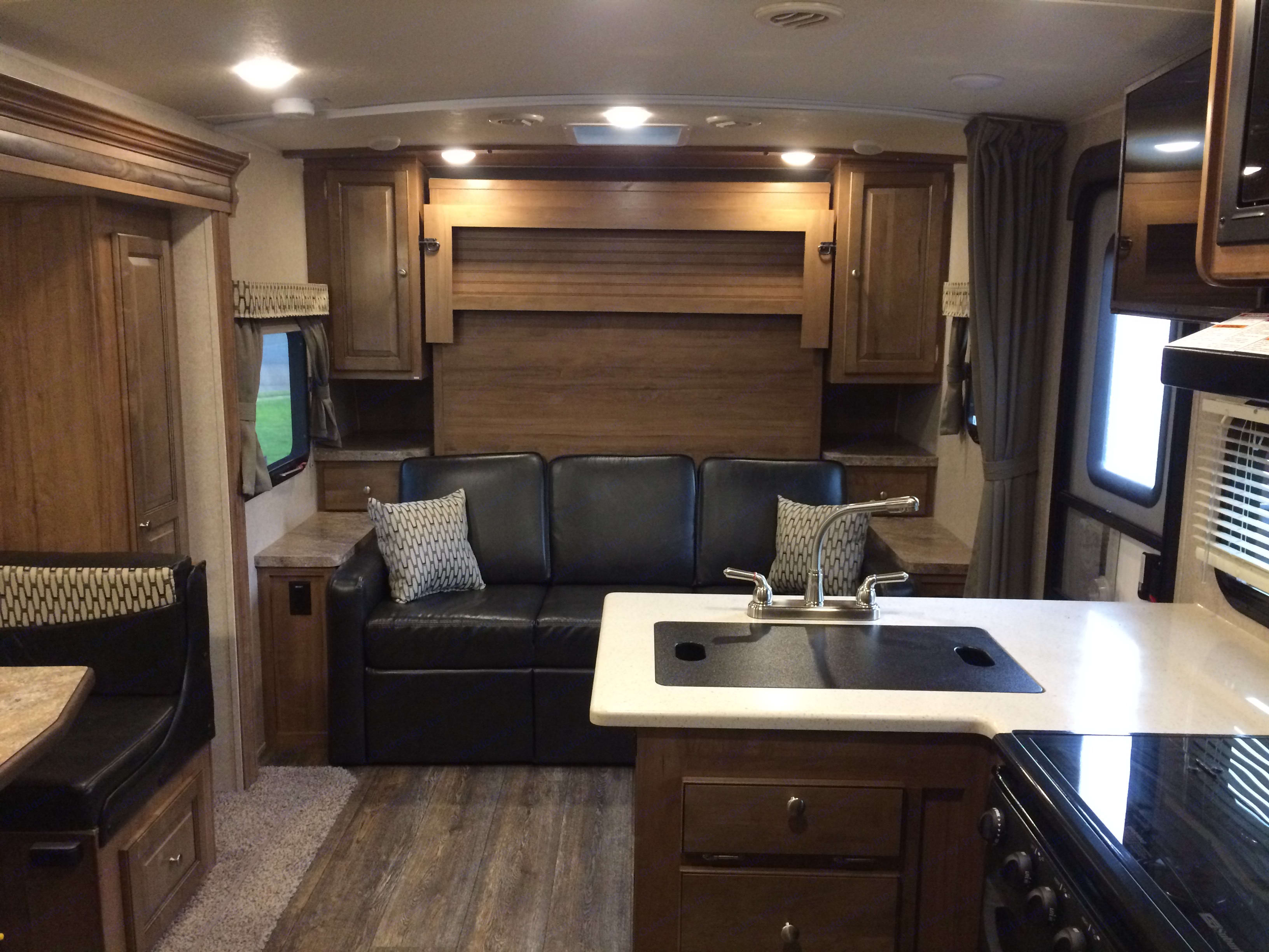 Murphy Bed Up. Forest River Rockwood Mini Lite 2018