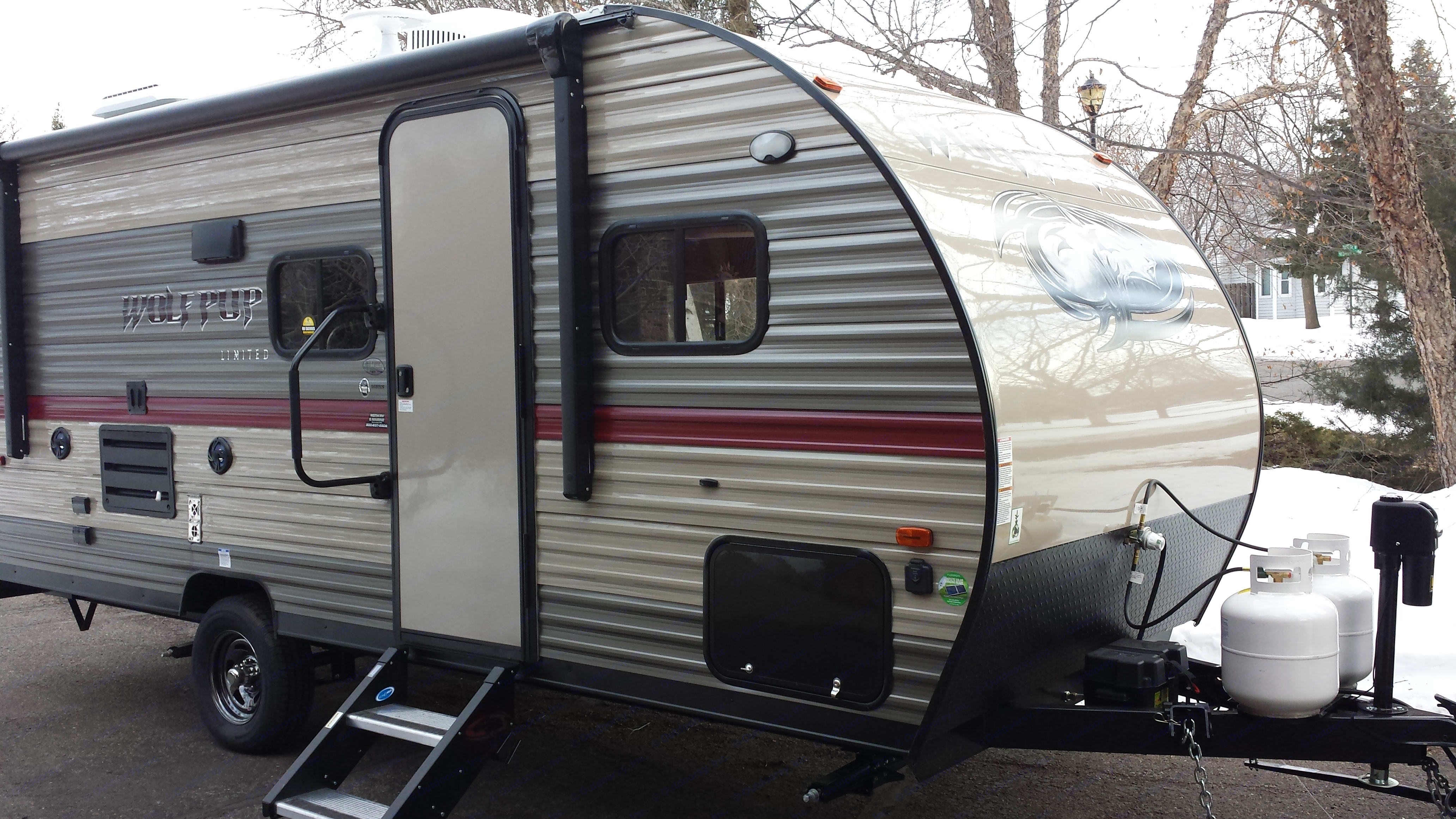 New 2018- Cherokee WolfPup LTDDeluxe-Queen & bunks, X large fridge and freezer, basic kitchen stuff for food prep, dual propane, outside propane grill, power awning, electric jack, EZ swing up stairs, swing out entry assist handle...many more extras inside and out to make your camping trip Xtra fun!. Forest River Cherokee Wolf Pup 2018