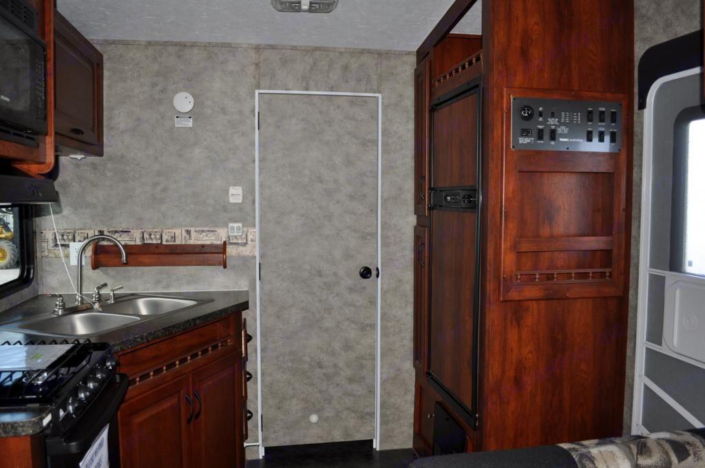 Kitchen / Front door / Bathroom Door. Thor Motor Coach Vortex 2008