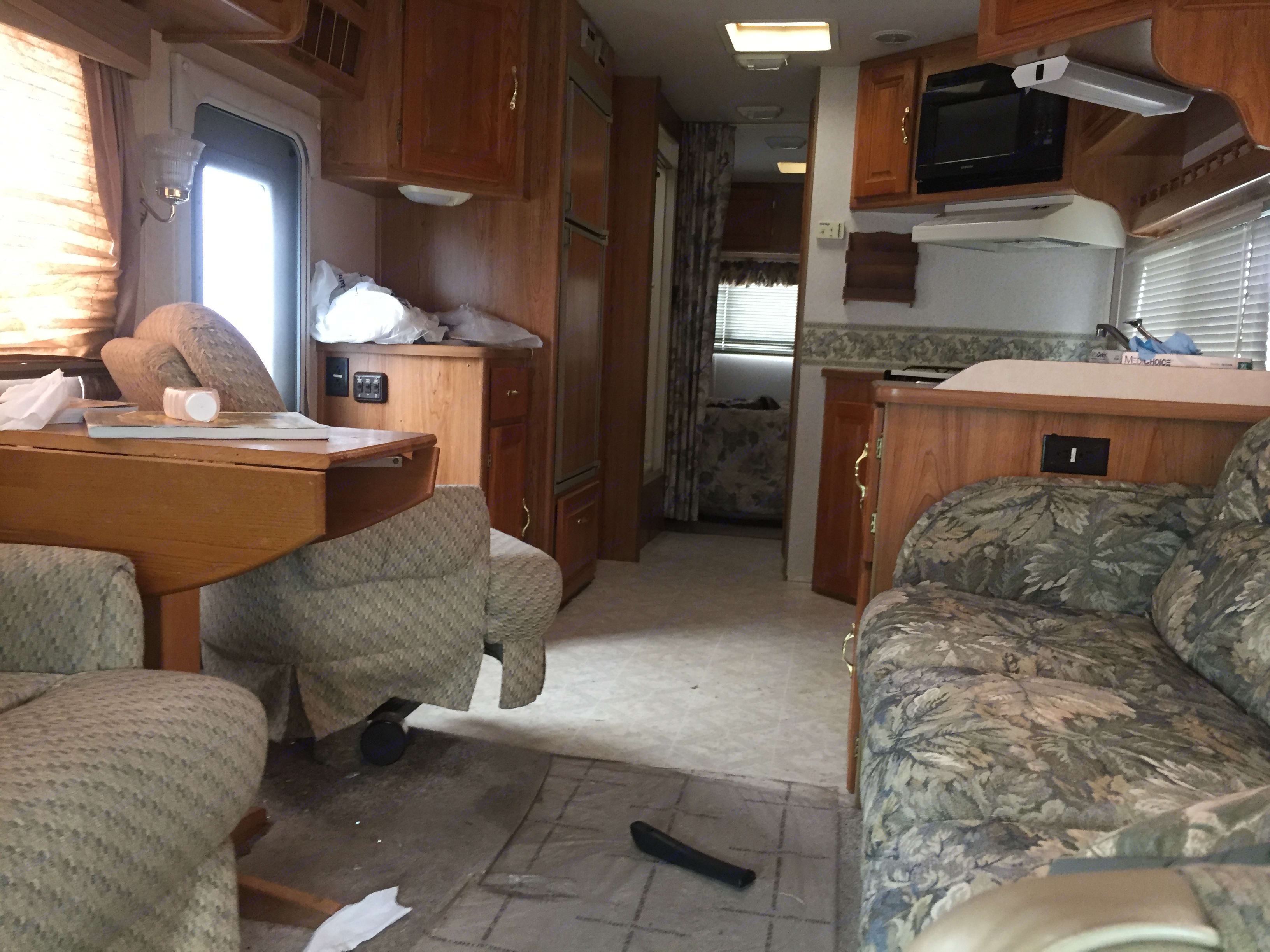 Relax and enjoy the comforts of the couch and air-conditioning wherever you go. coachman Santara 2001