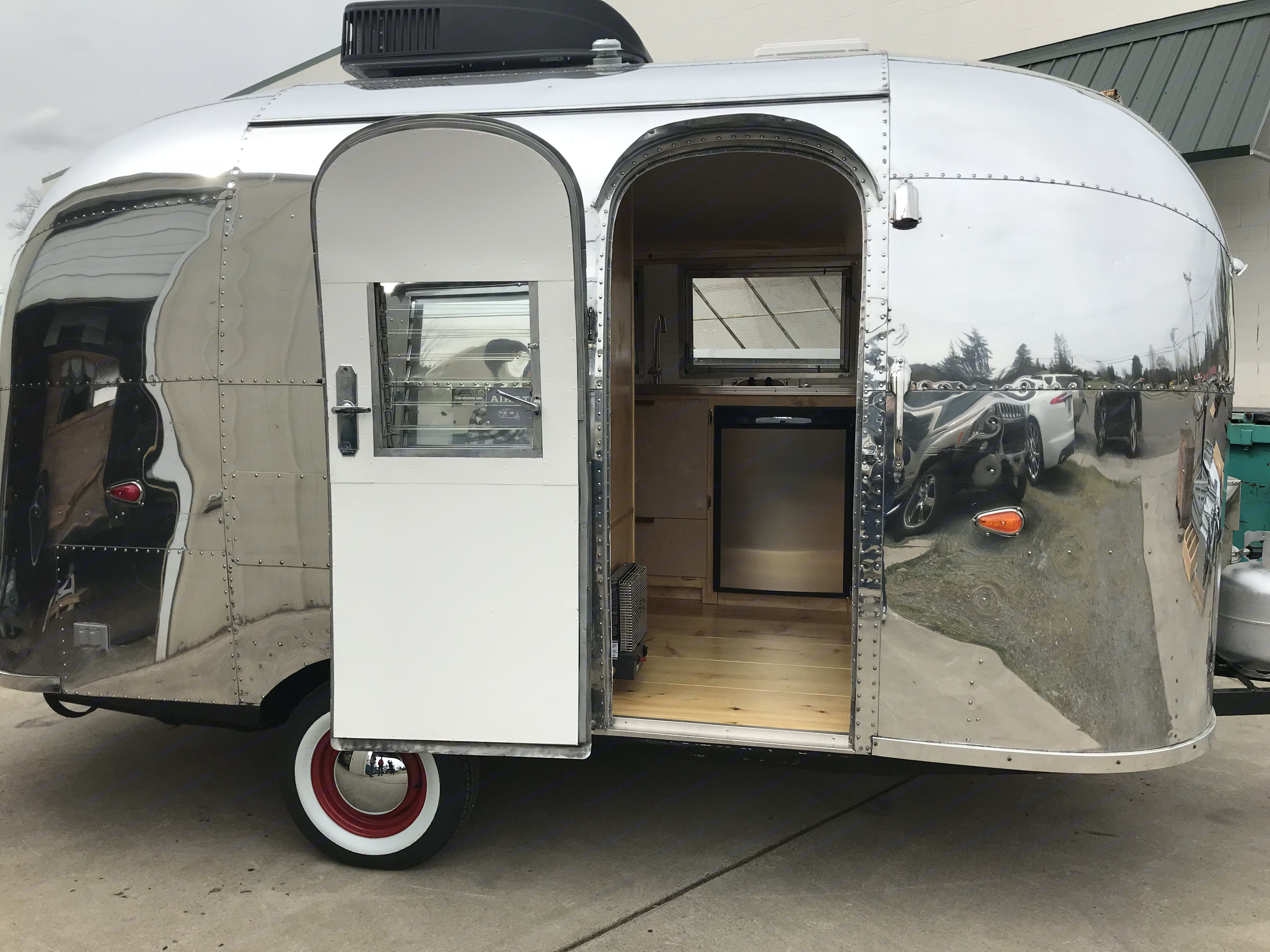 Sweetest cozy and warm little home away from home.. Airstream Bambi 1961