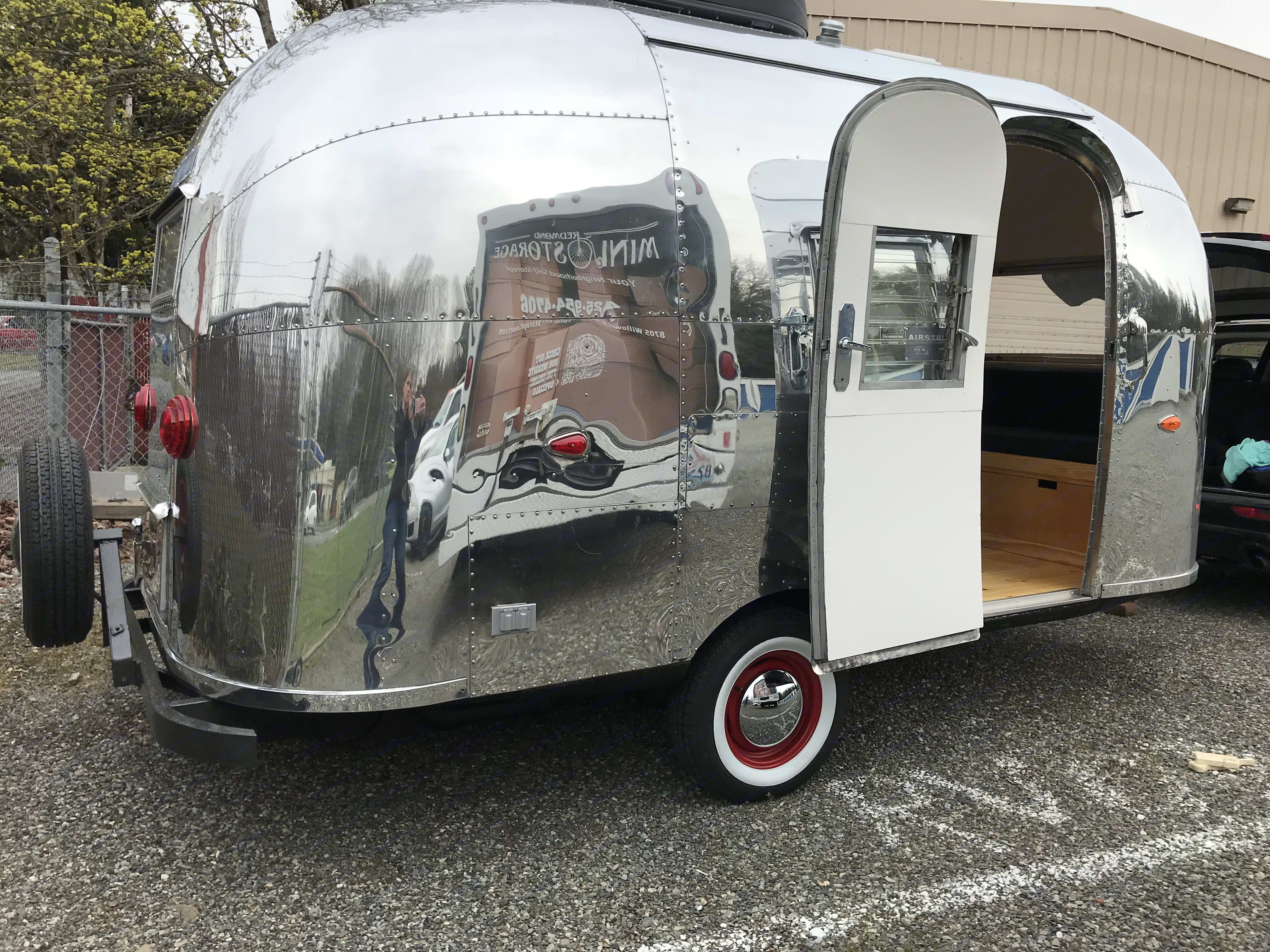 Tiny little body.. Airstream Bambi 1961