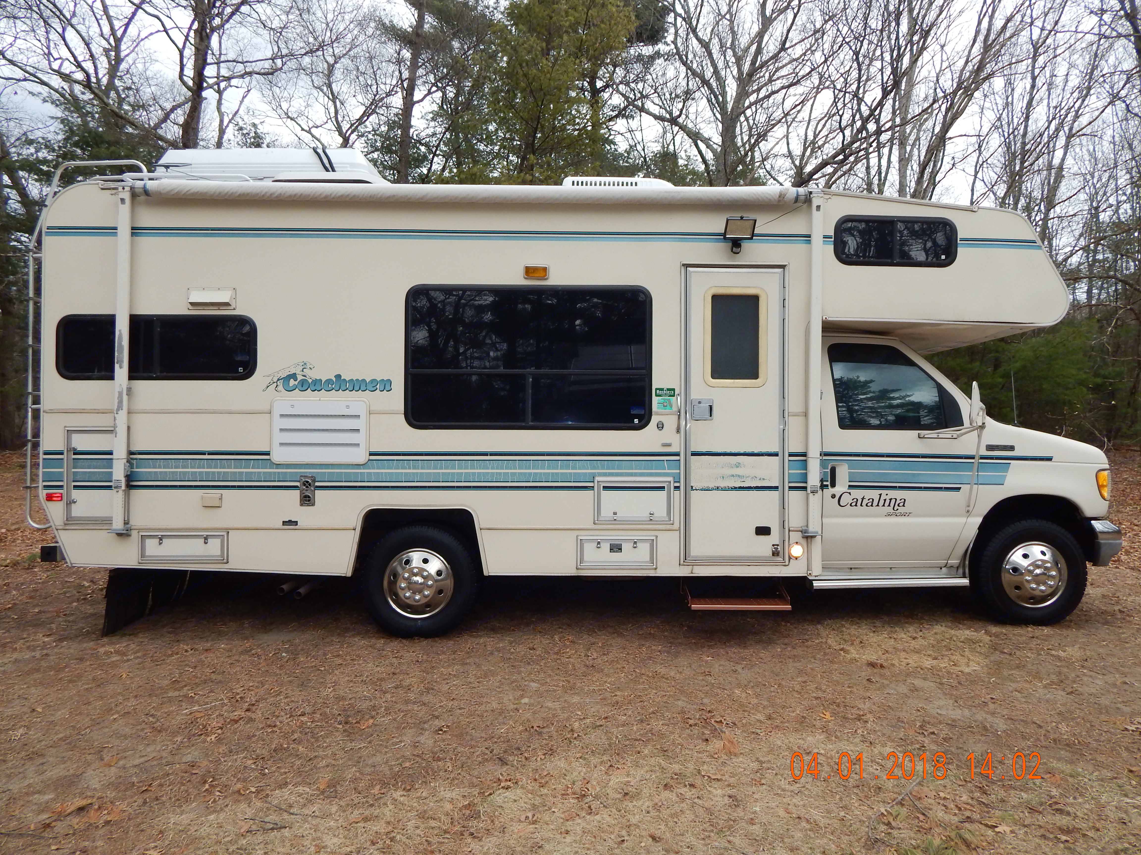 This RV is so compact and easy to park!. Coachmen Catalina 1994