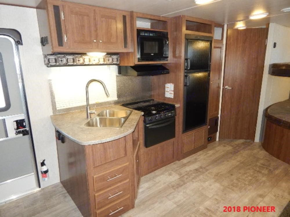 Full kitchen to include: Refrigerator-freezer, oven, stove and microwave.. Heartland Pioneer 2018