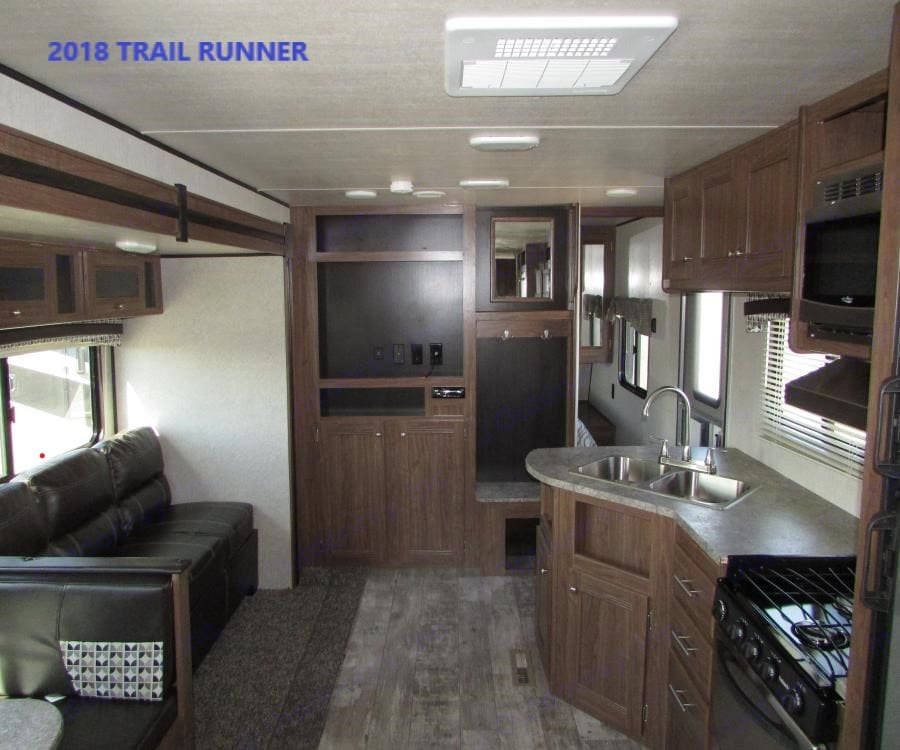 """40"""" HD TV and Bluetooth capable stereo system with indoor and outdoor speakers.. Heartland Trail Runner 2018"""