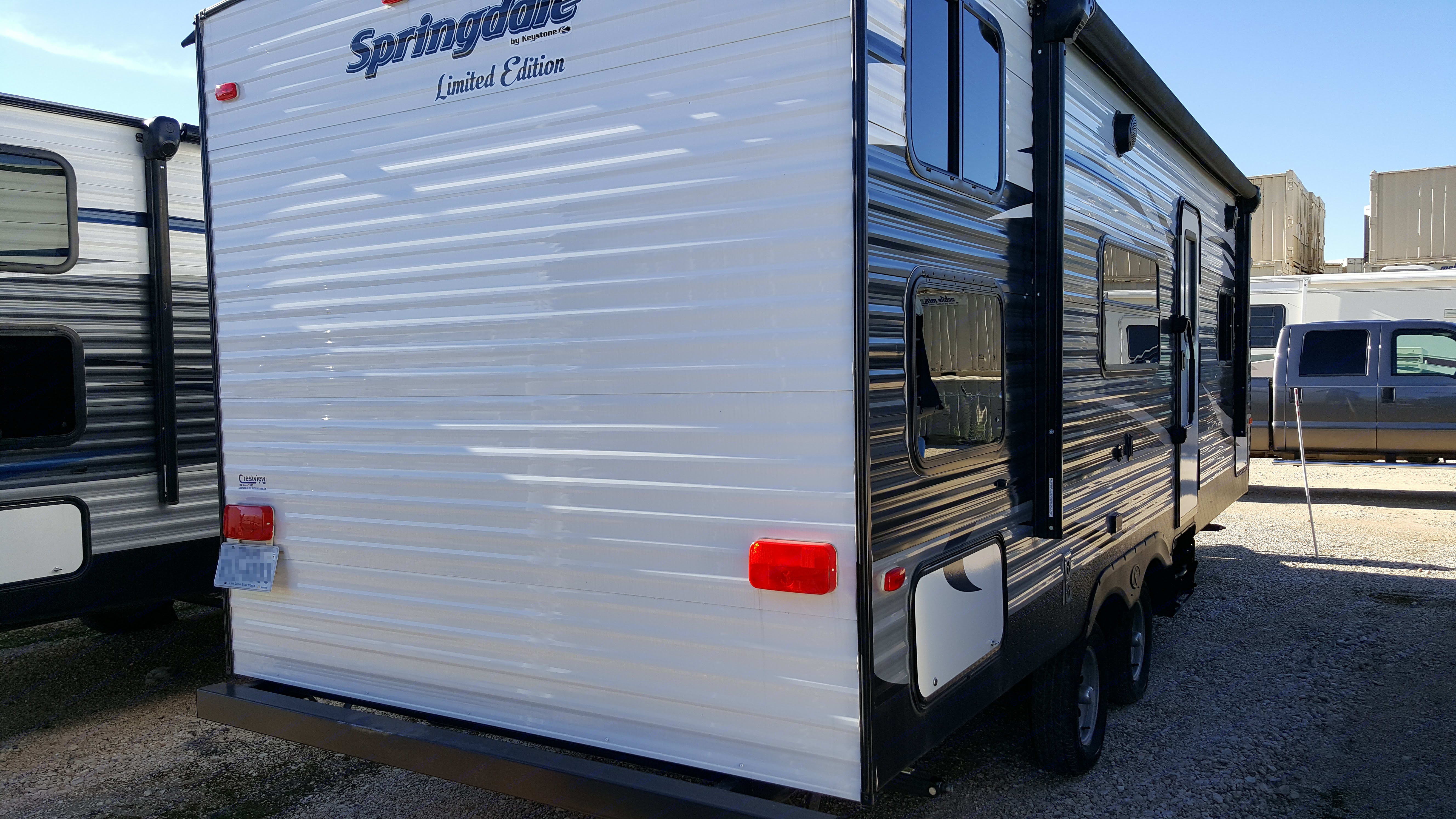 26ft Keystone Springdale with double bunks, shower, master room privacy sliding door & pull out loveseat sleeper. . Keystone Springdale 2016