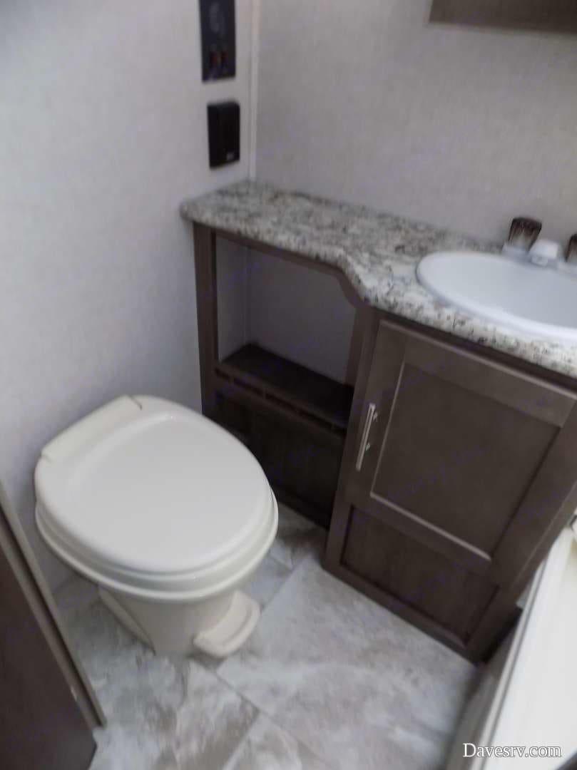 Bathroom. Forest River R-Pod 2018