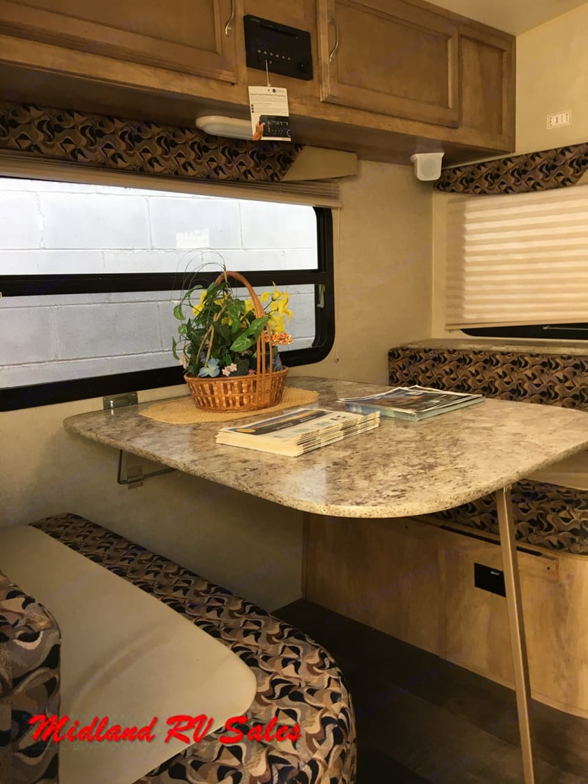23RSS - Dinette. Gulf Stream Vista Cruiser 2017