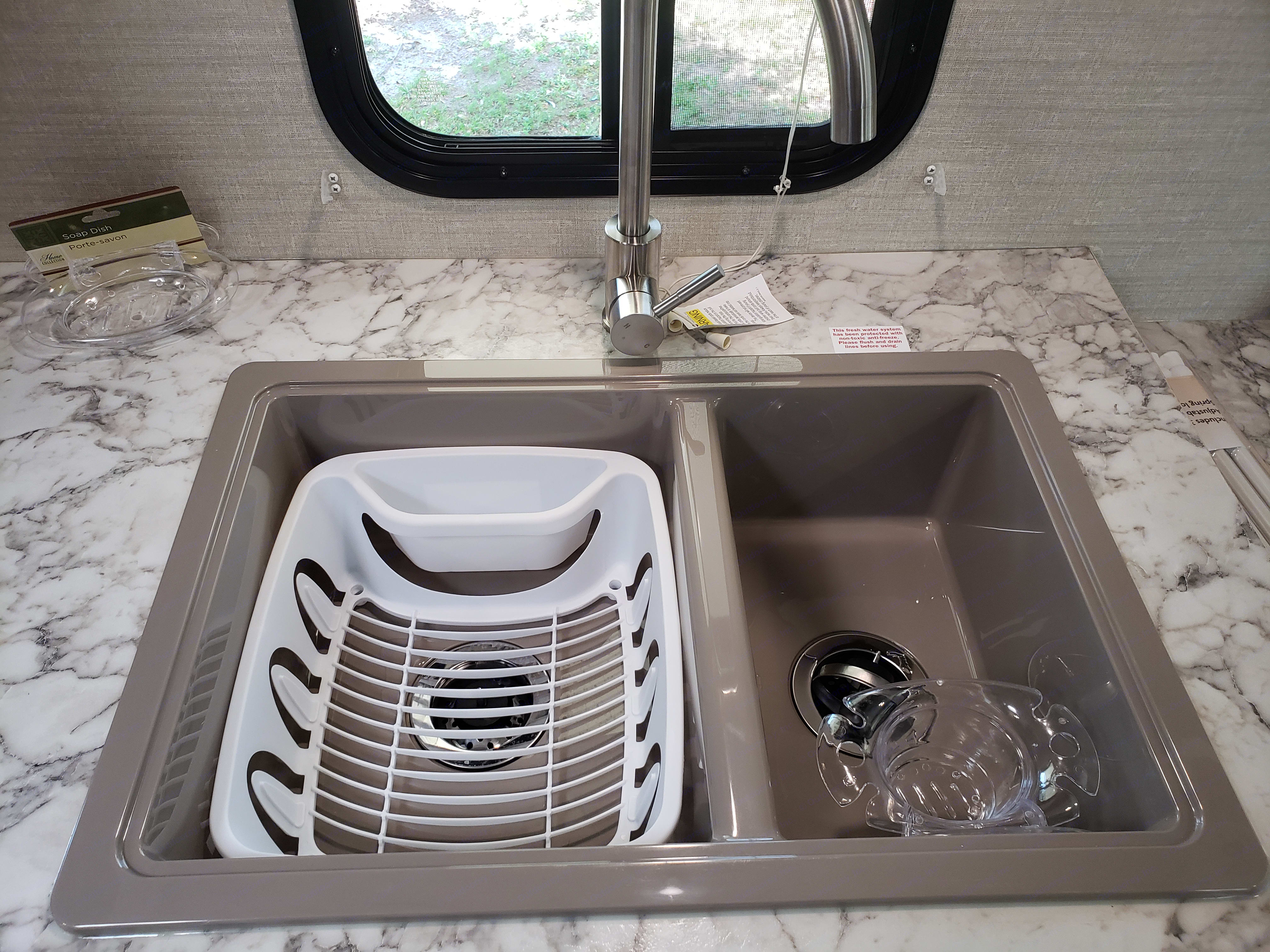 Dual sink, No garbage disposal so please use the sink strainer to catch food garbage then throw away food garbage. Keystone bullet crossfire 2018