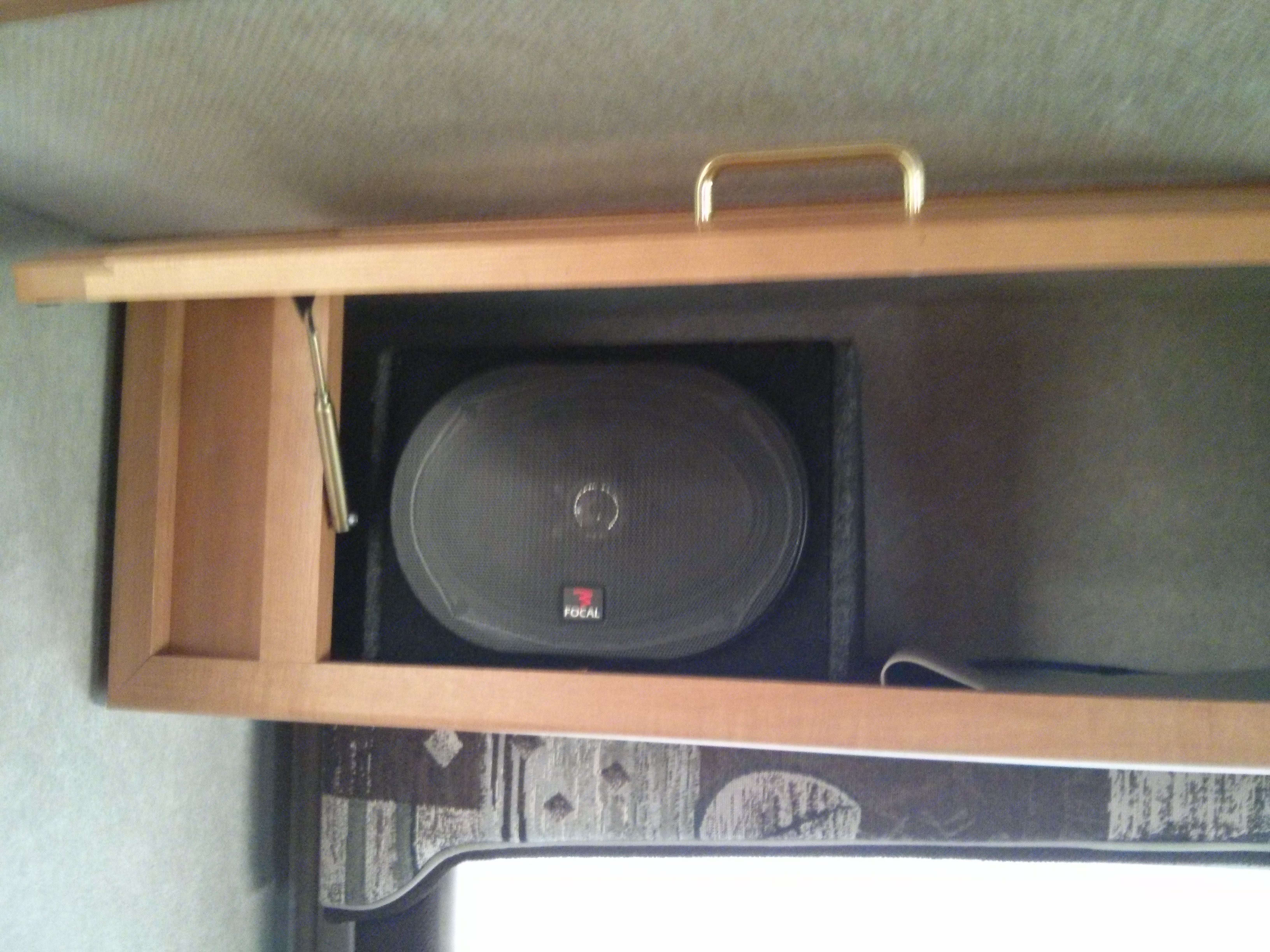 "8"" Custom speakers. Jayco Greyhawk 2004"