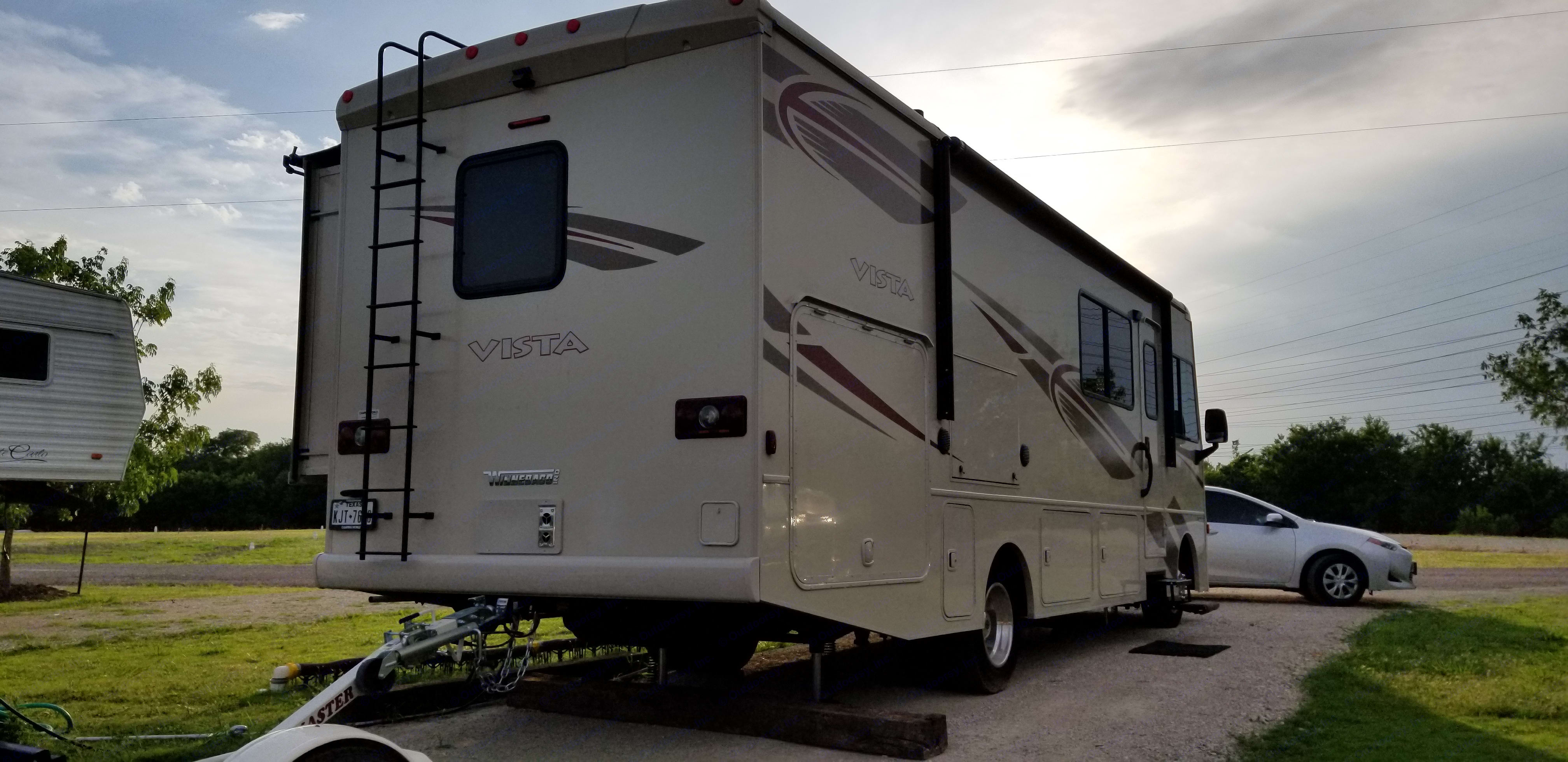 Easy access to the roof, not that you will need to go up there... All vents have covers so you can leave them open while you drive and can be open while raining (some droplets my still get in but nothing major - closing while unattended highly recommended).. Winnebago Vista 2017
