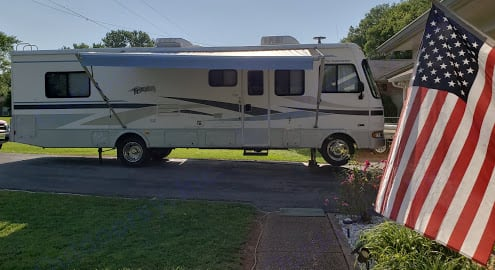 Good Looking RV For it being a 2005 model and it drives and runs well too.. Fleetwood Terra 2005