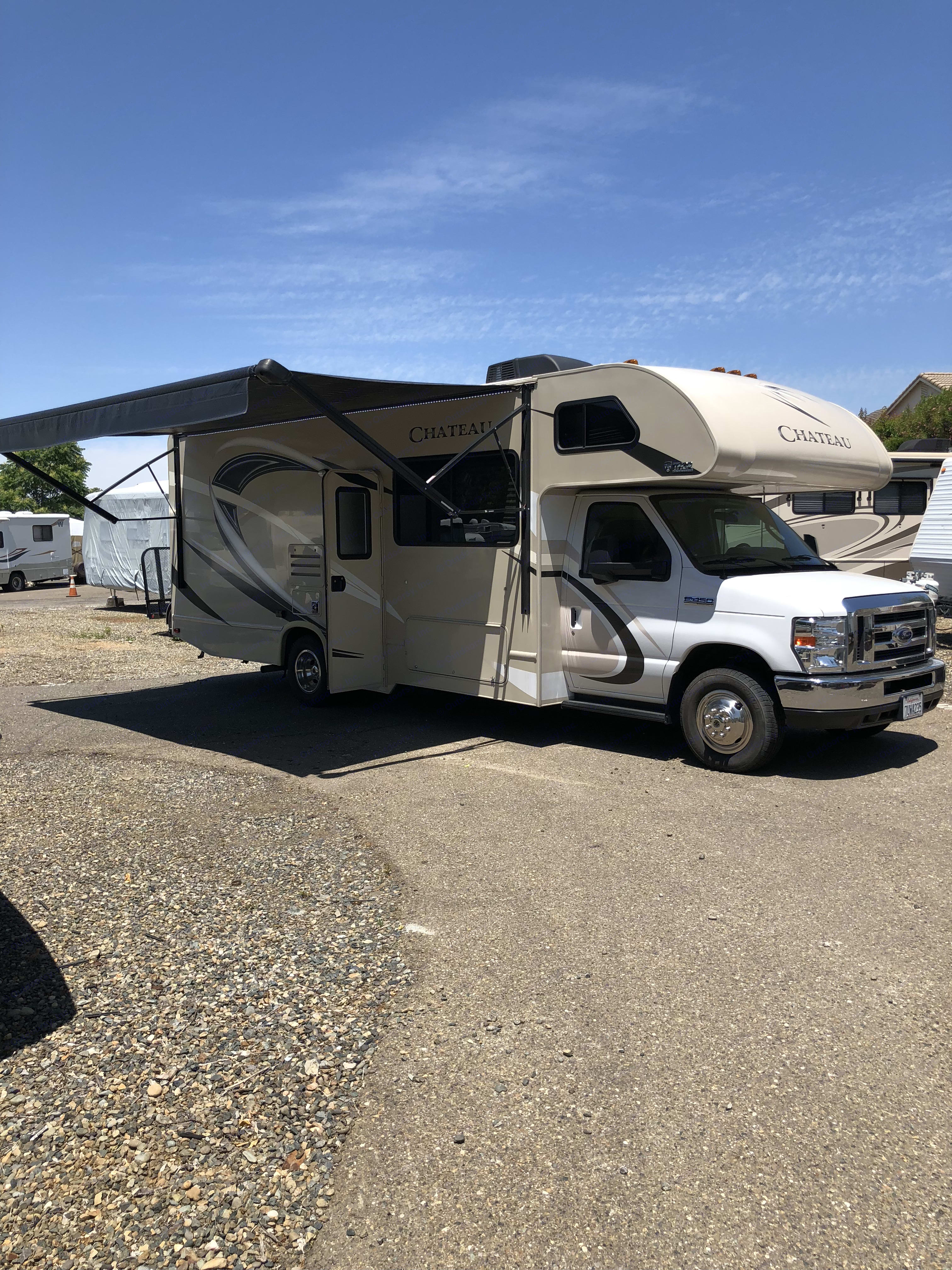 Right side, Awning out. Thor Motor Coach Chateau 2017