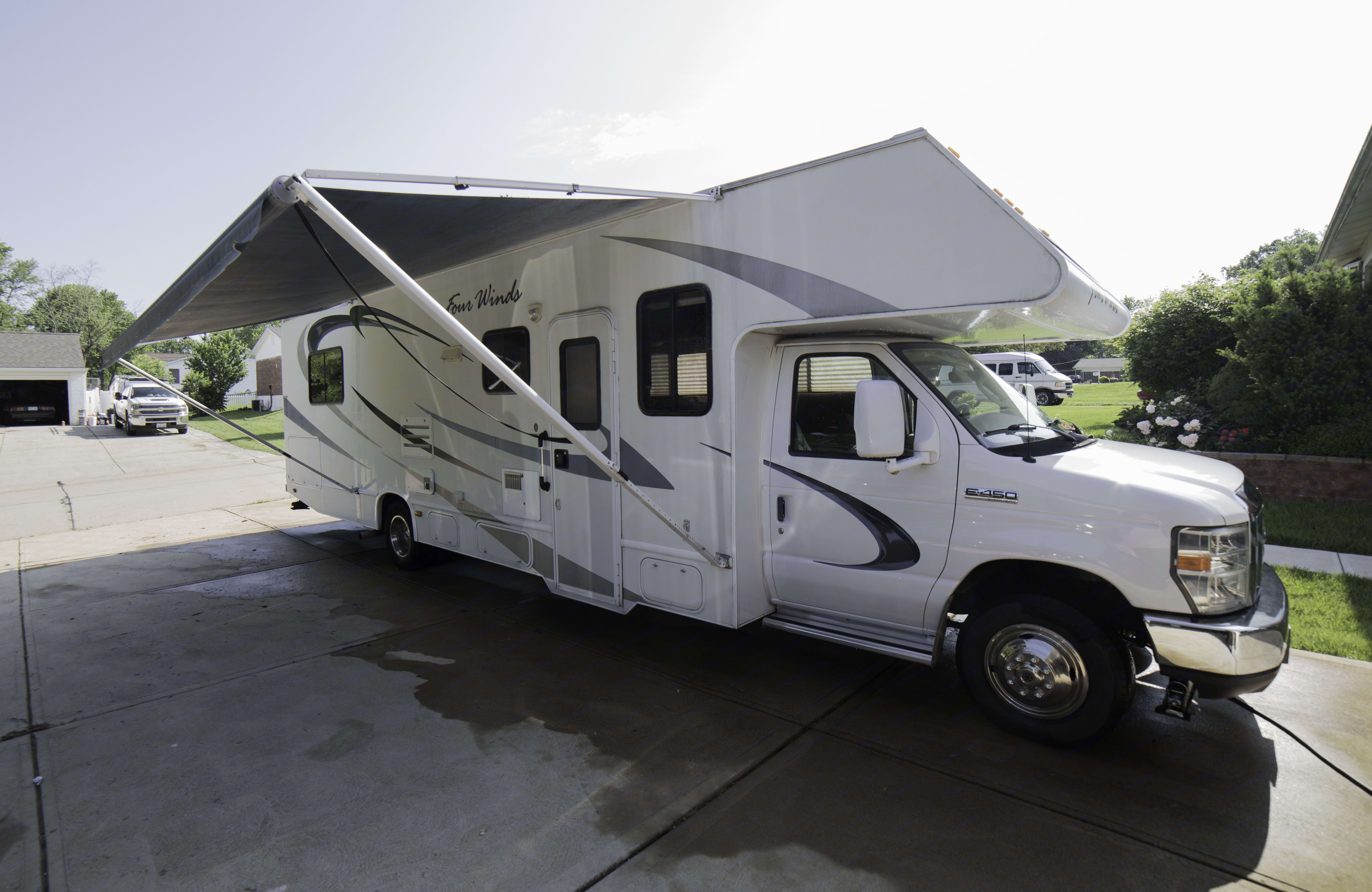 Right side view with awning deployed. Thor Motor Coach Four Winds 2009