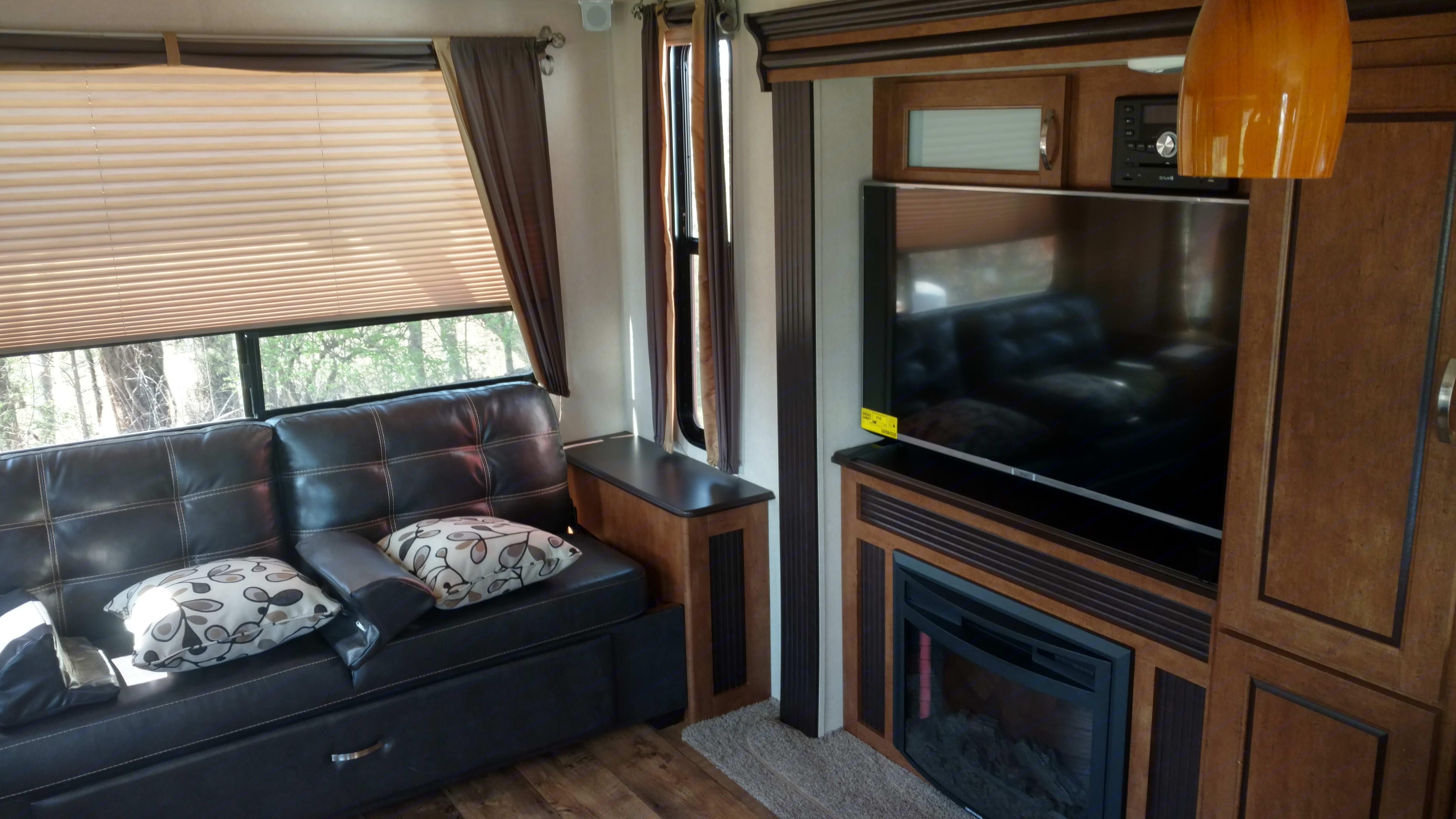 Living Room . Forest River Salem 2017
