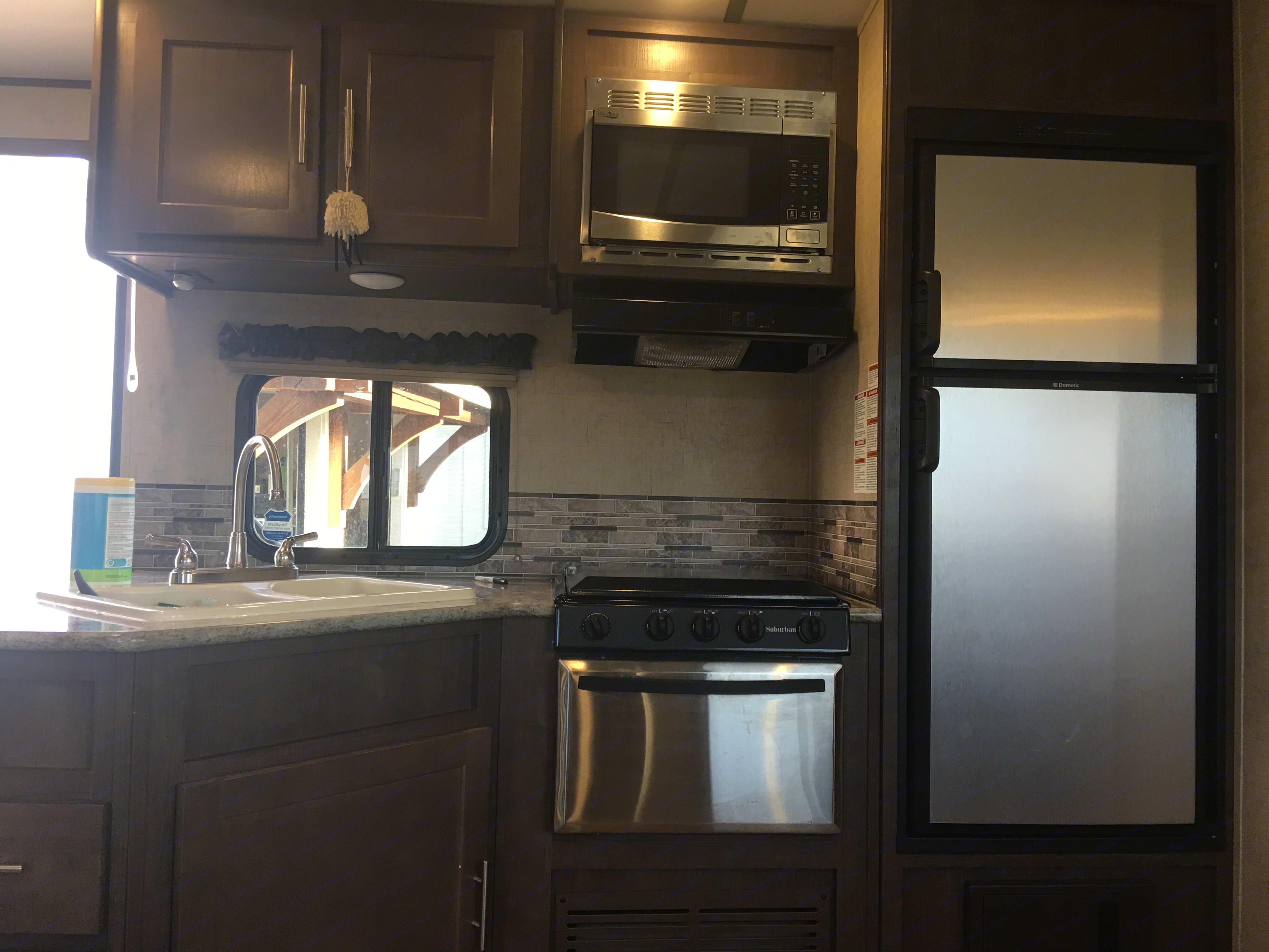 Full kitchen . Forest River Surveyor 2016