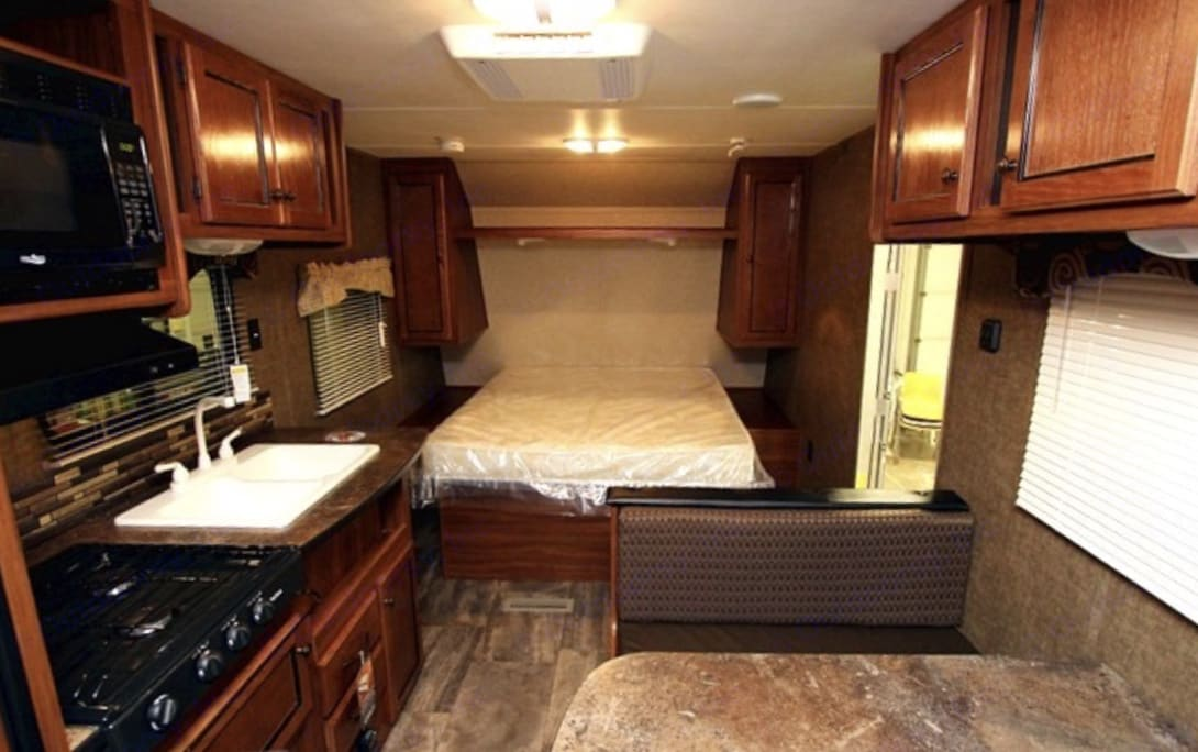 Queen bed at front. . Heartland Trail Runner 22SLE 2014