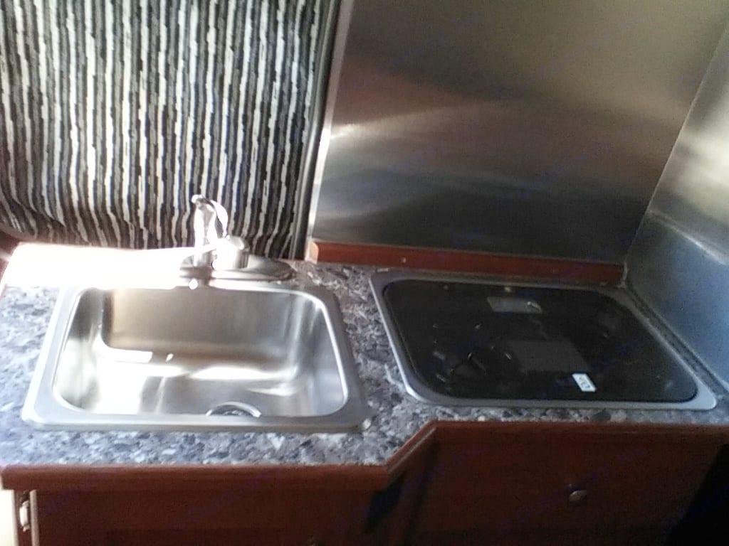 Sink/stove. Dodge Roadtrek Simplicity srt. 2018