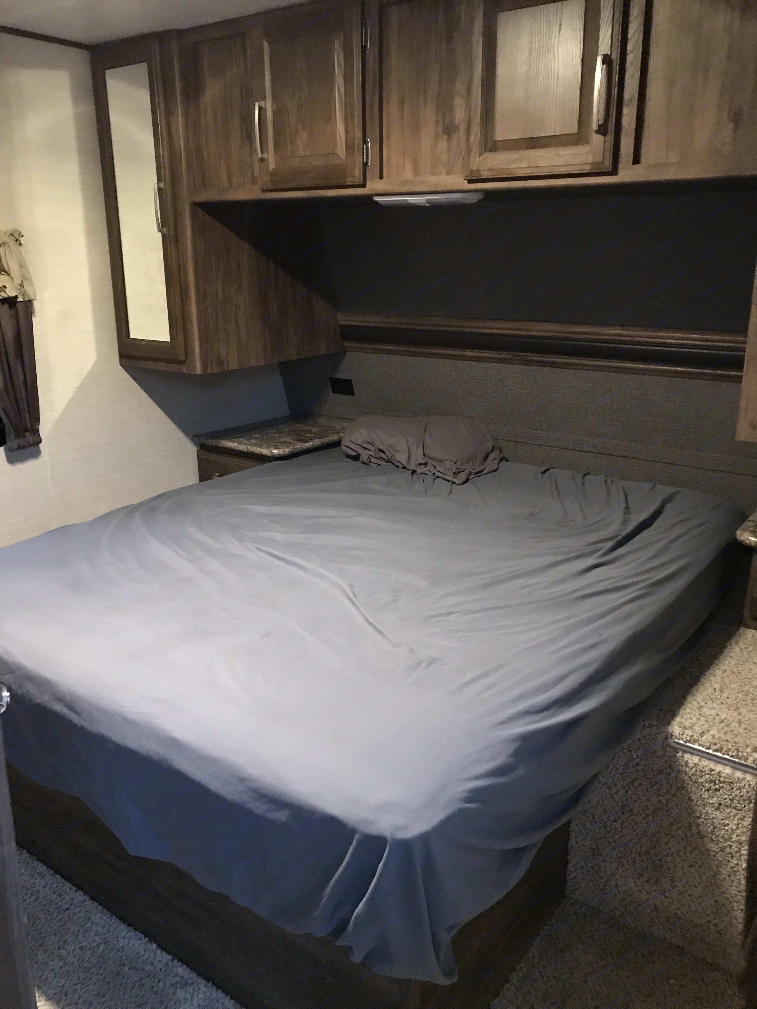 Quinn bed in bedroom . Keystone Cougar Half-Ton 2017