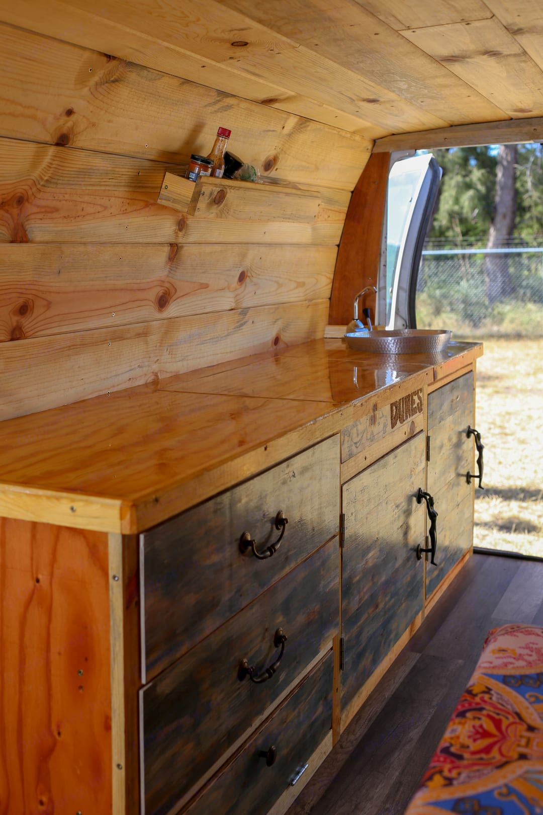 Counter and Sink. Ford Ford E350 2004