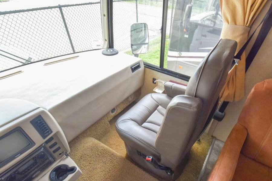 Passenger. Winnebago Sightseer 2008