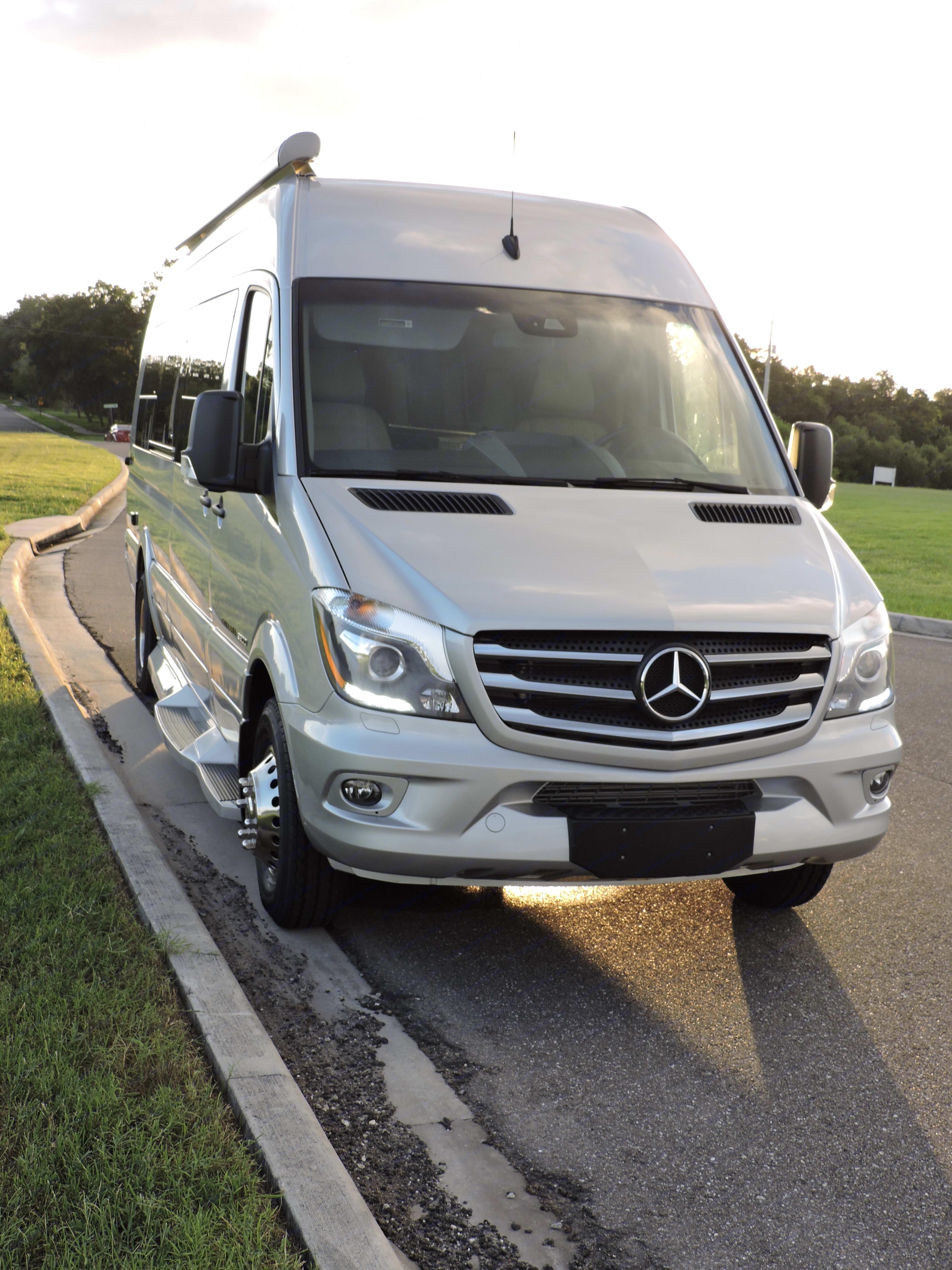 Front view - Mercedes Benz Sprinter. Coachmen Galleria 2018