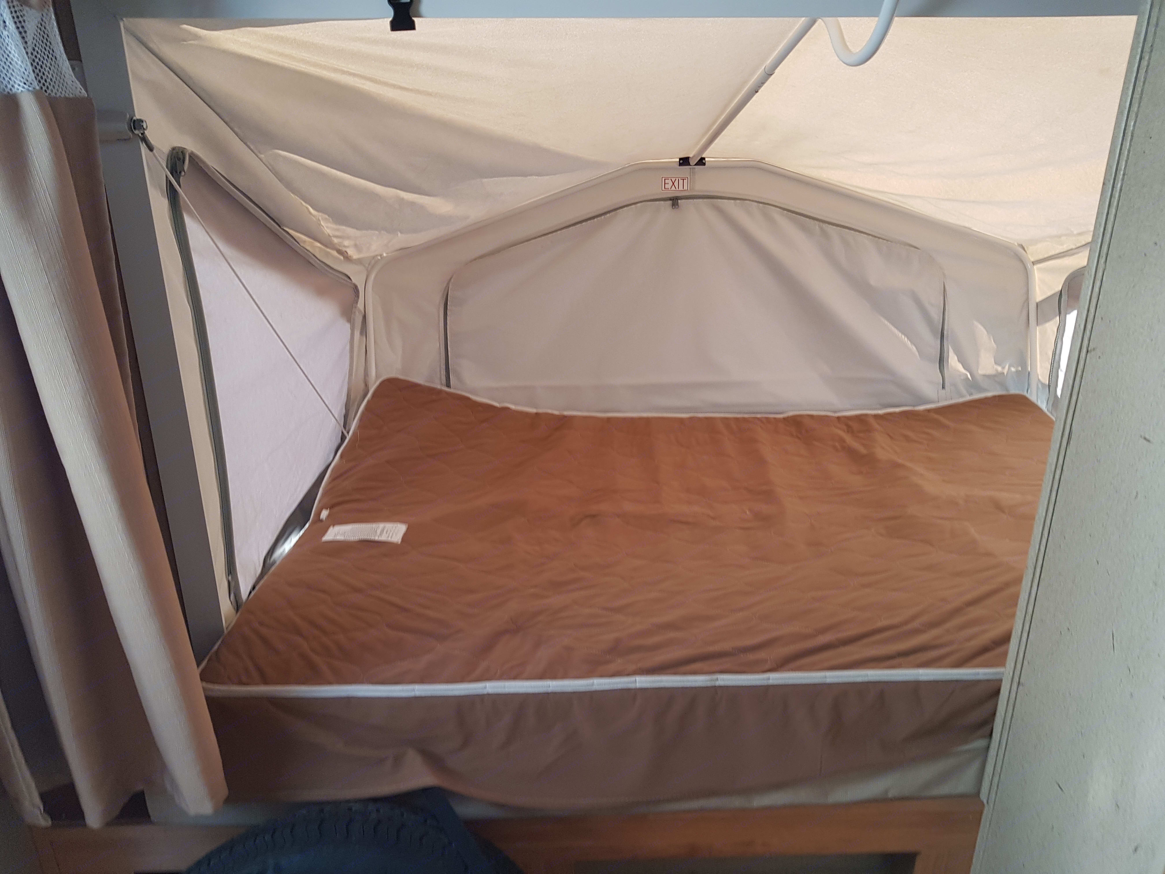 Large King and queen size beds with heated matressess. Palomino Stampede 2012