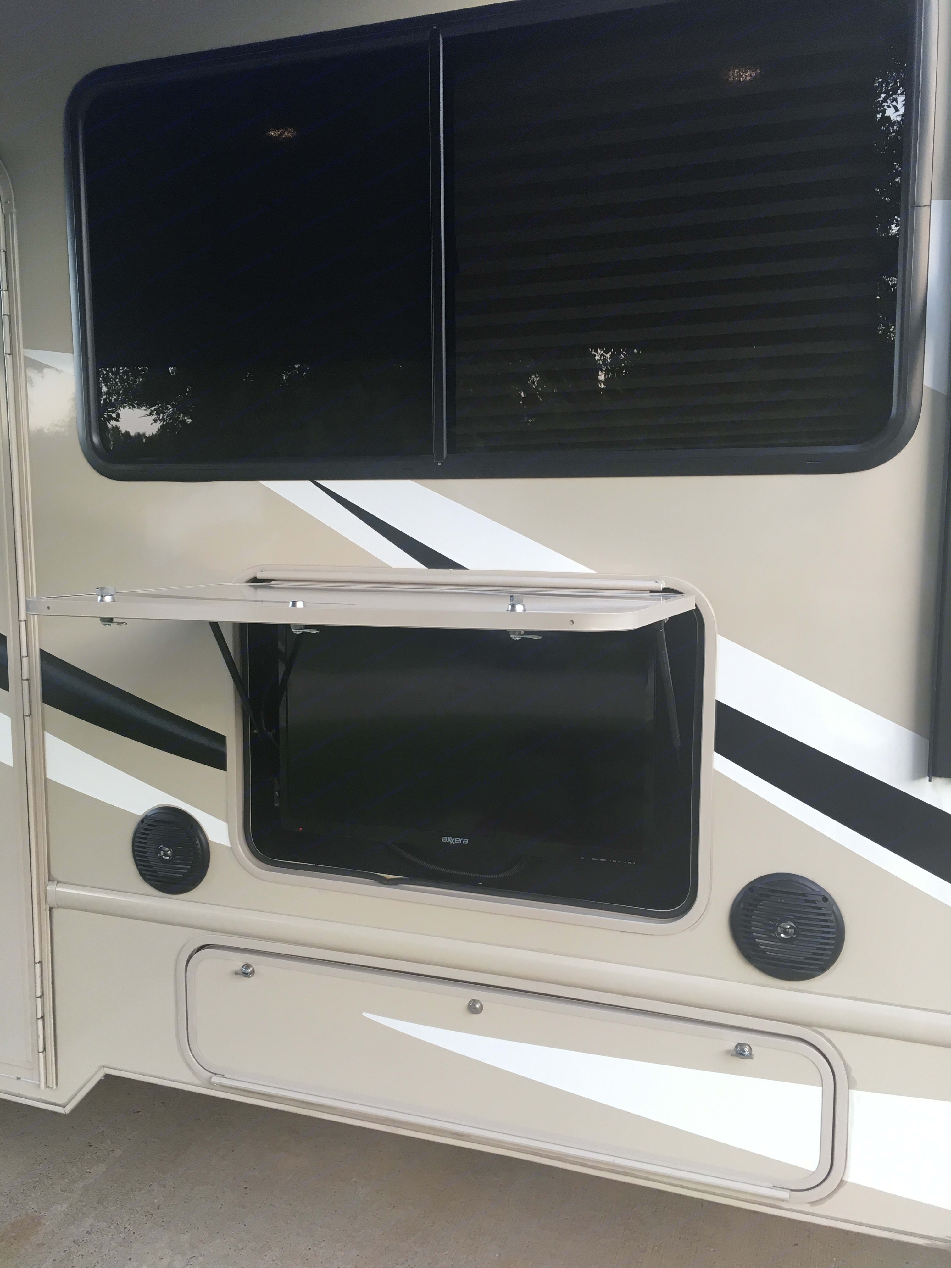 Outdoor TV/radio. Ford Fourwinds 2018