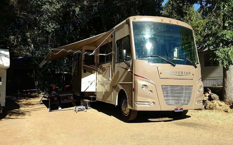 Front with awning out. Winnebago Vista 2016
