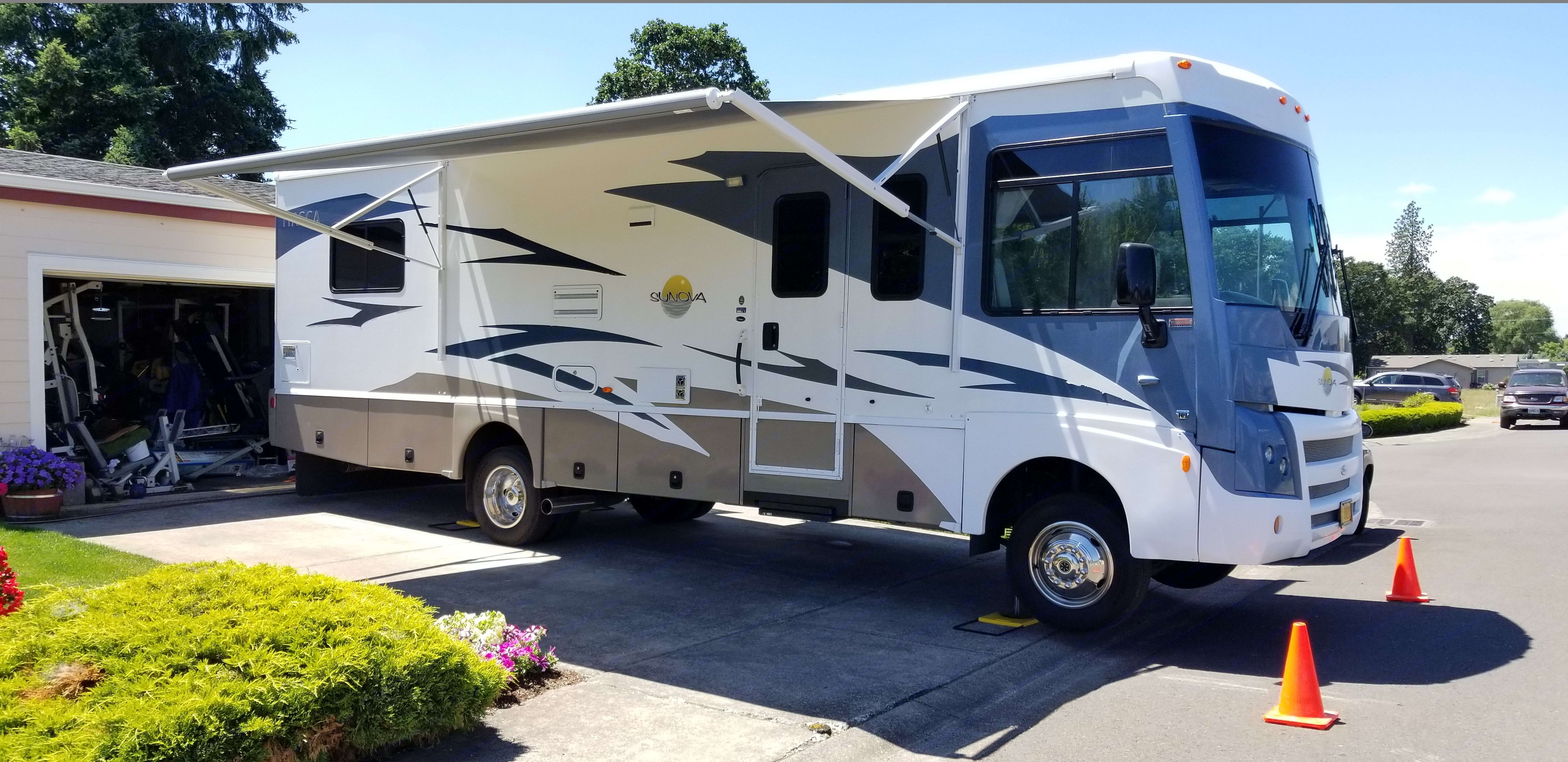 2008 ITASCA SUNOVA 30B, A very rare gem of an RV! Lightly used, meticulously maintained and stored with care. If you want to go camping in one of the most reliable motor homes on the market and look good doing it, this one if for you. It is equipped with sofa dinette, walk around bed, A/C, generator and a lot more.   Just got a brand new electric awning! Press of the button and you have shade! . Itasca Sunova 2008