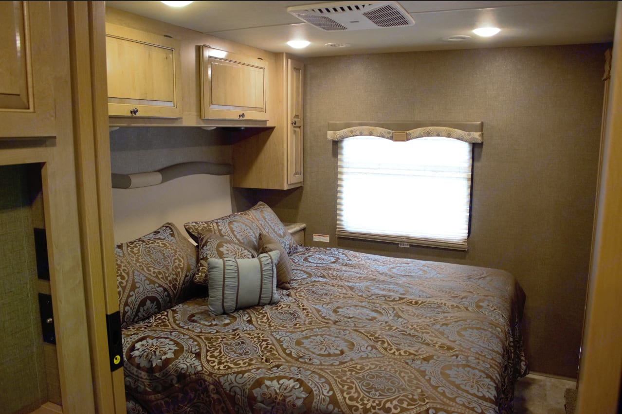 KING SIZE Private Master Suite.... Thor Motor Coach Windsport 2018