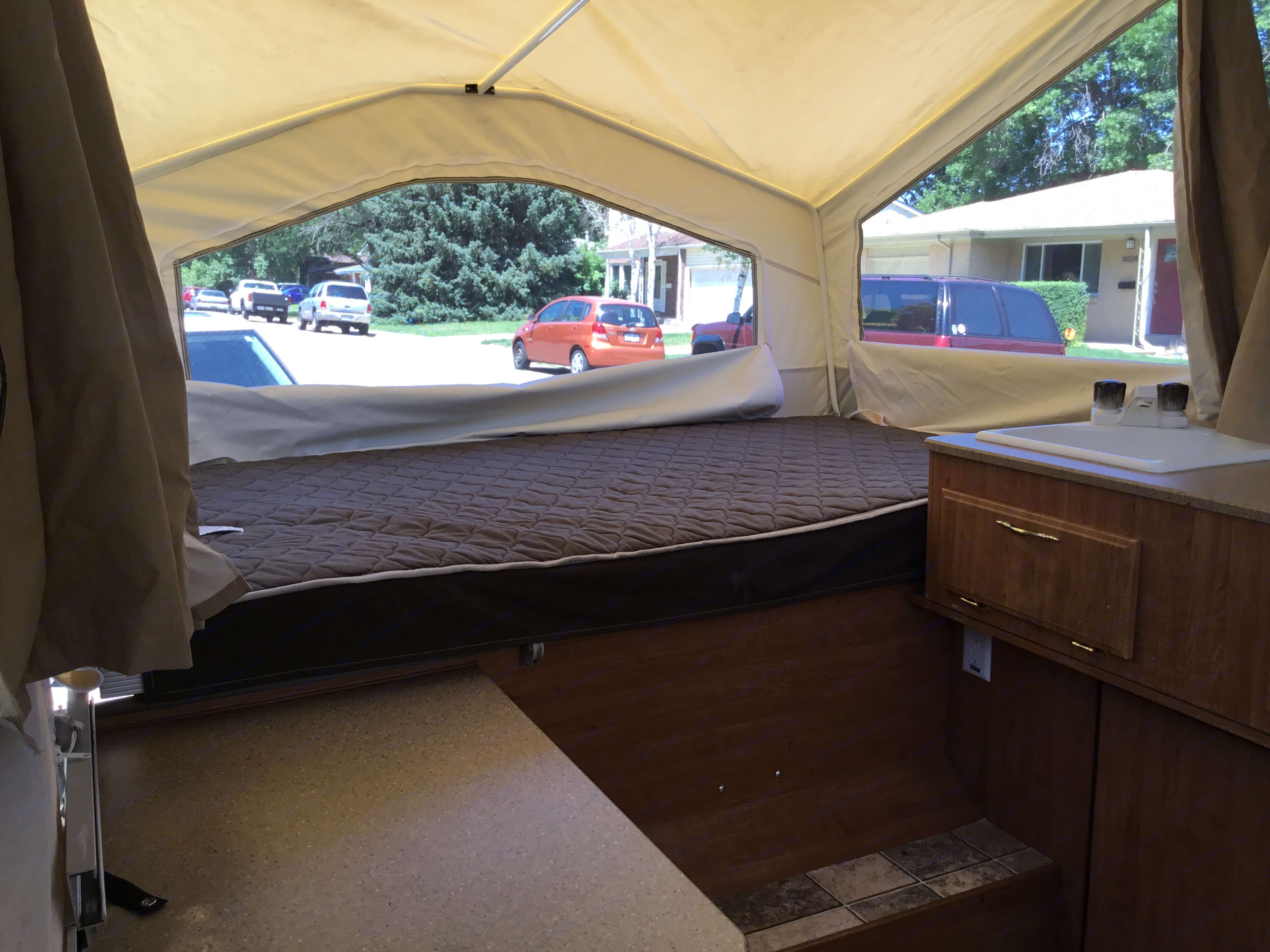 Full size bed. rockwood 1940 LTD 2010
