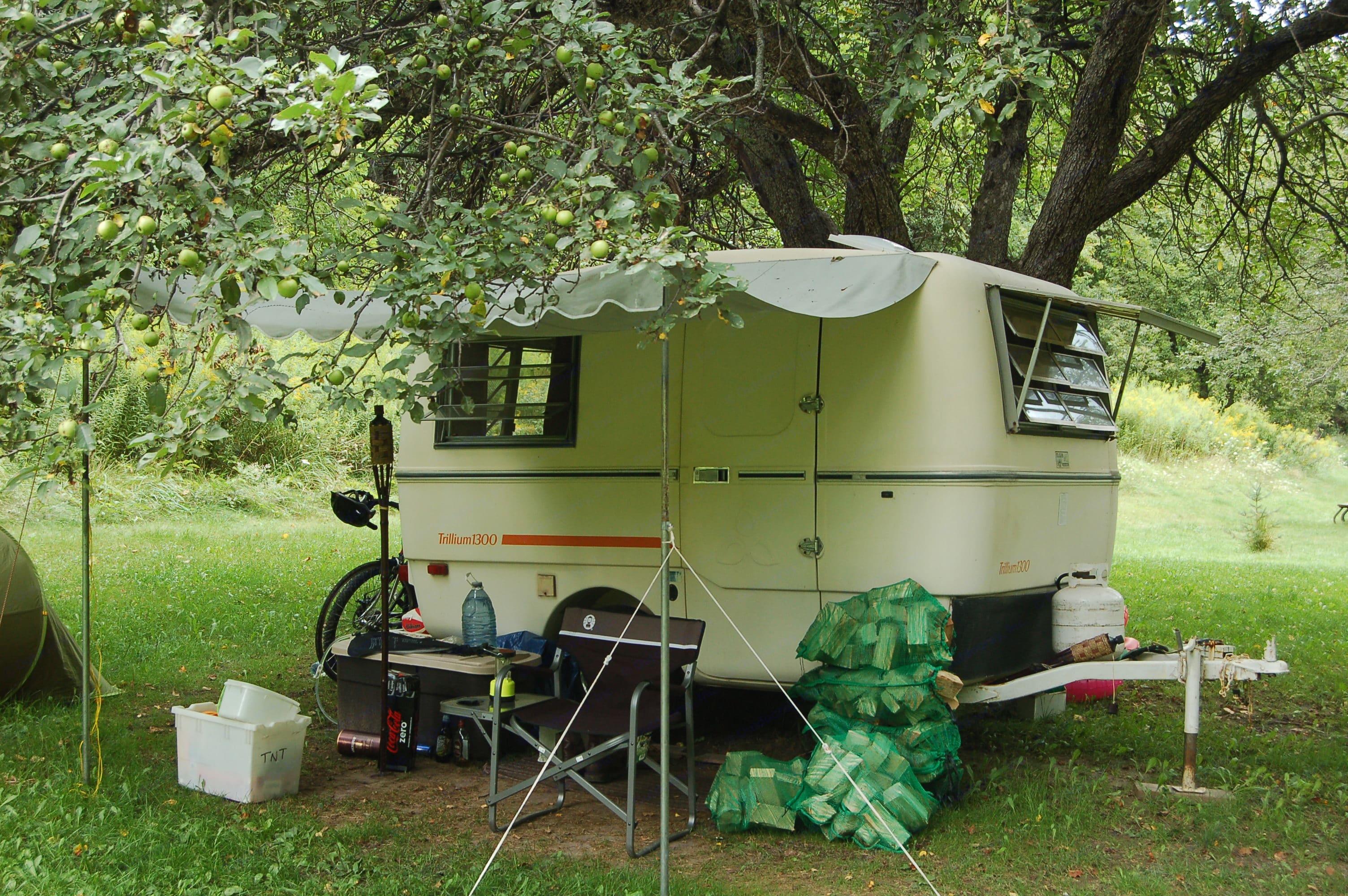 Camping in Albion Hills. Trillium Rv 1300 1981