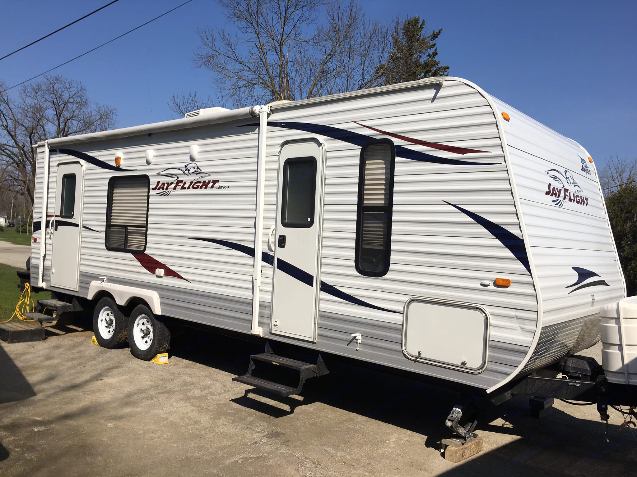 A lot of room. One slide out. Big closet. Easy to pull.  Trailer brake required. Must be able to pull 5600 pounds. . Jayco Jay Flight 2011