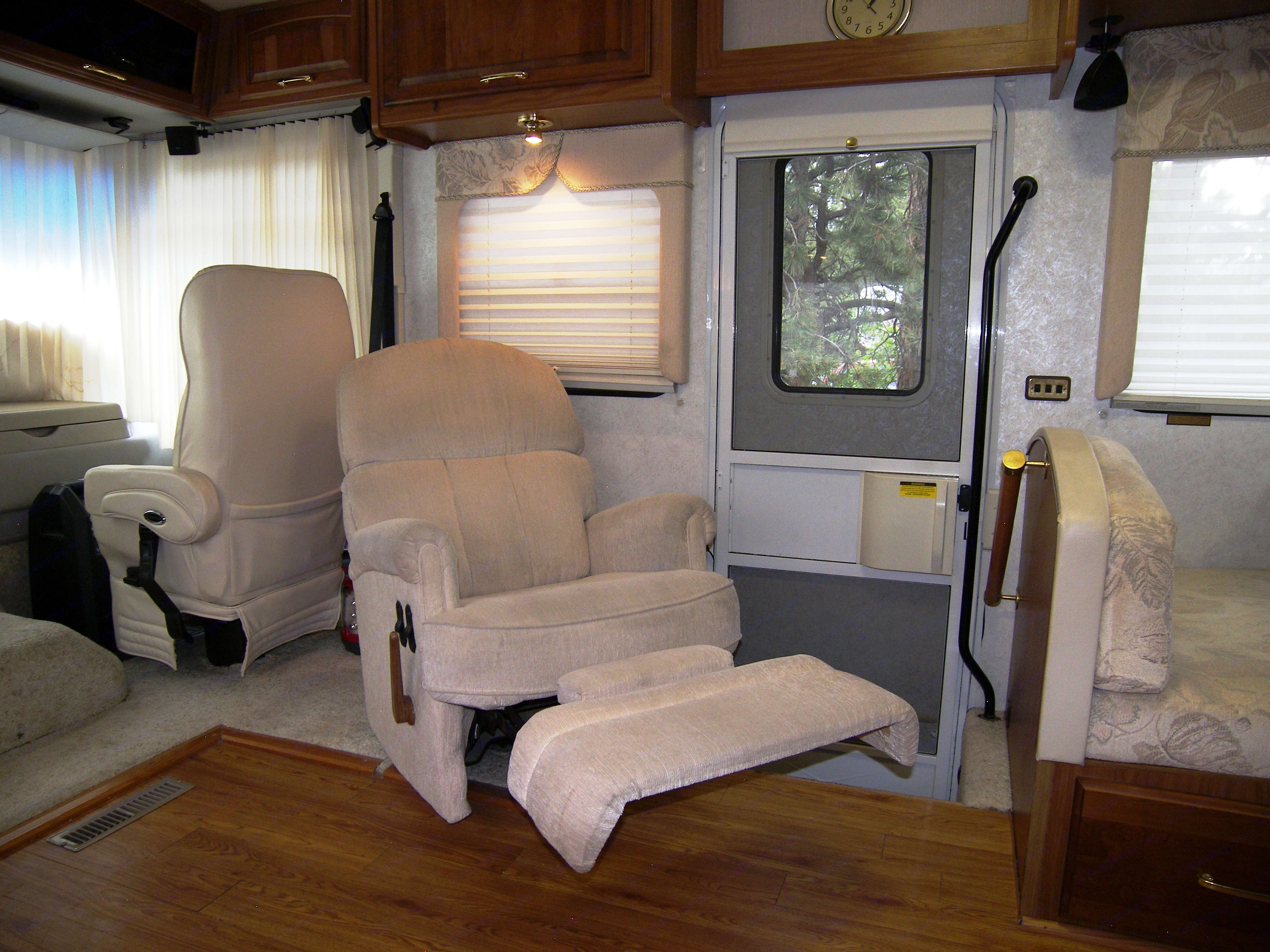 Living Room has comfy recliner, perfect for watching new Smart TV and DVD after a long day of playing.. Itasca Sunflyer 2000