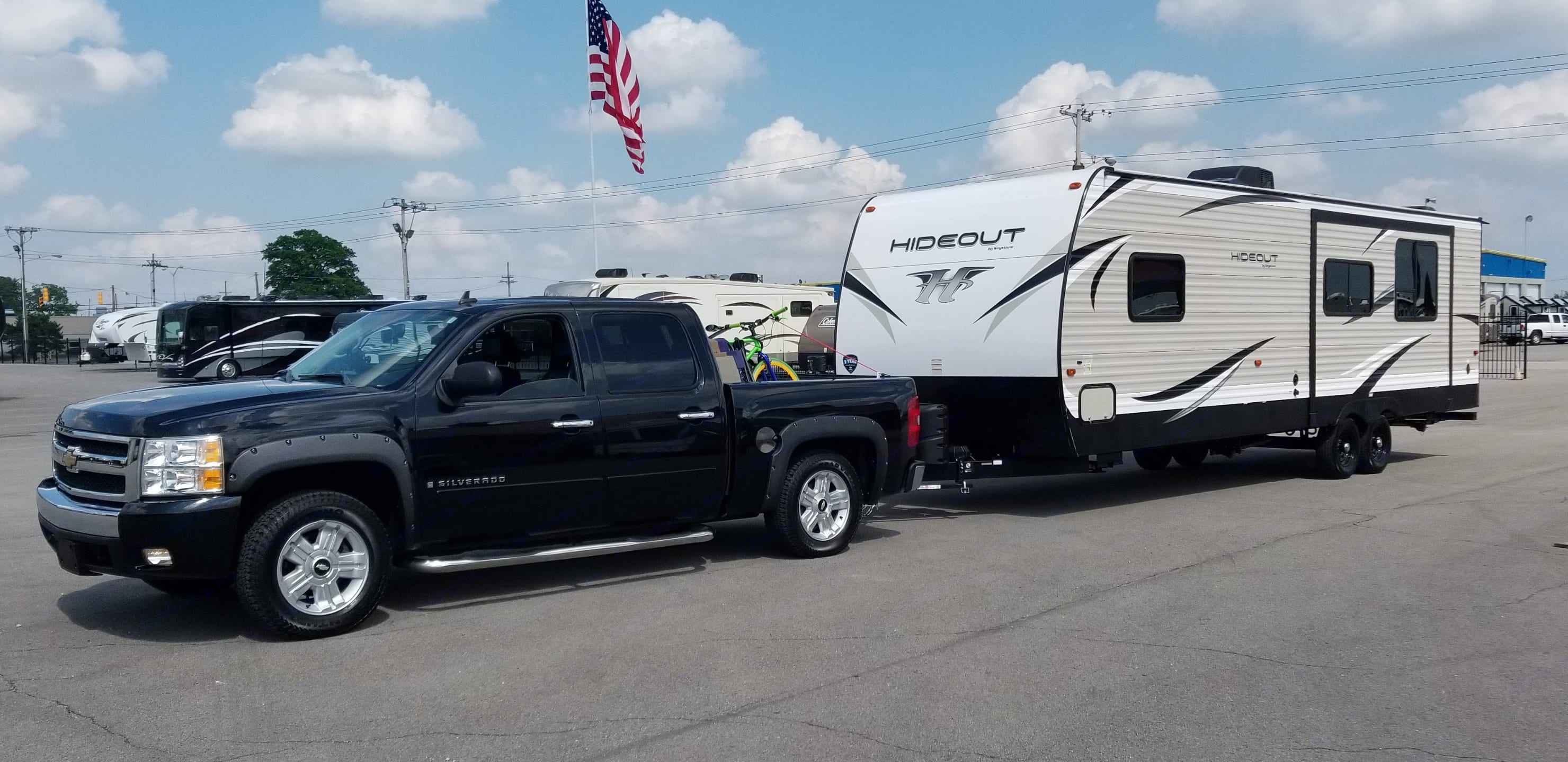 When you show up in this rig it receives respect. . Keystone Hideout 28RKS 2018