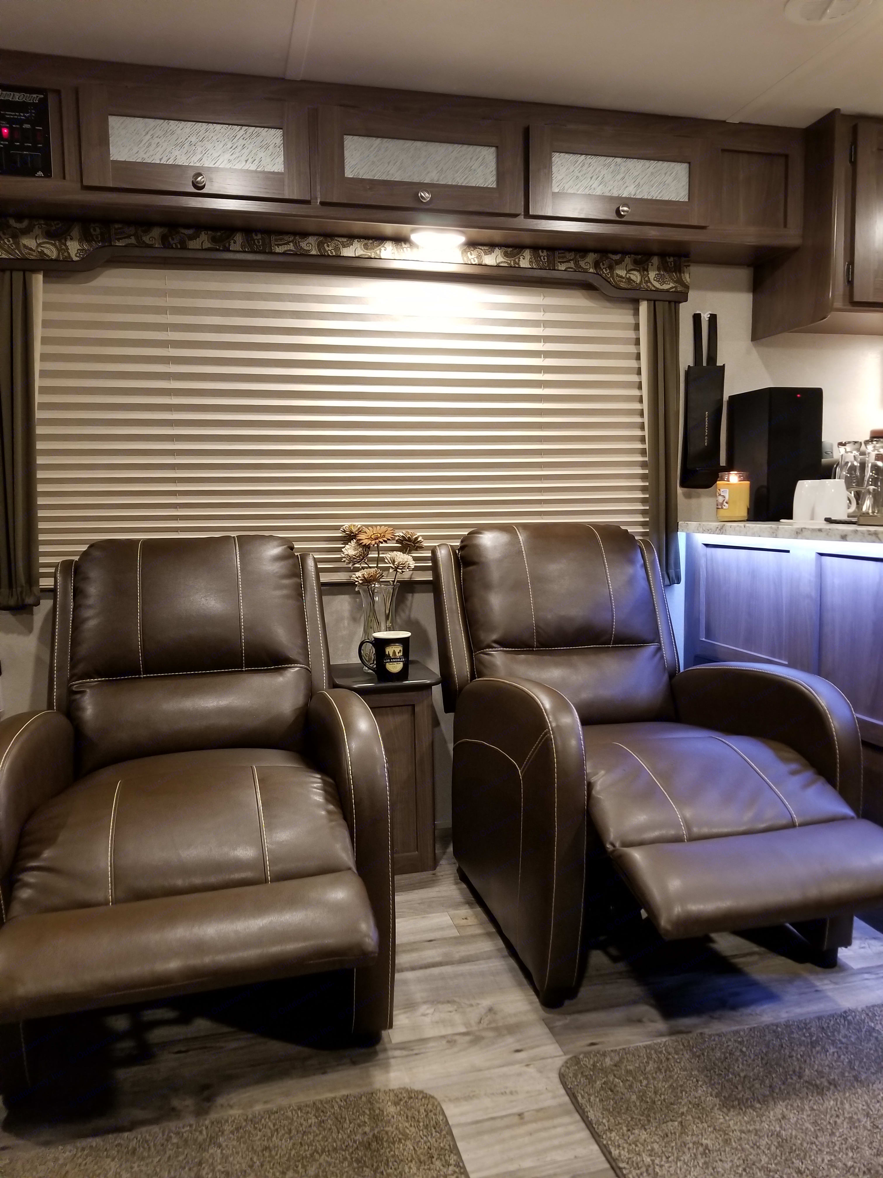 When it's time to relax, two great recliners. . Keystone Hideout 28RKS 2018